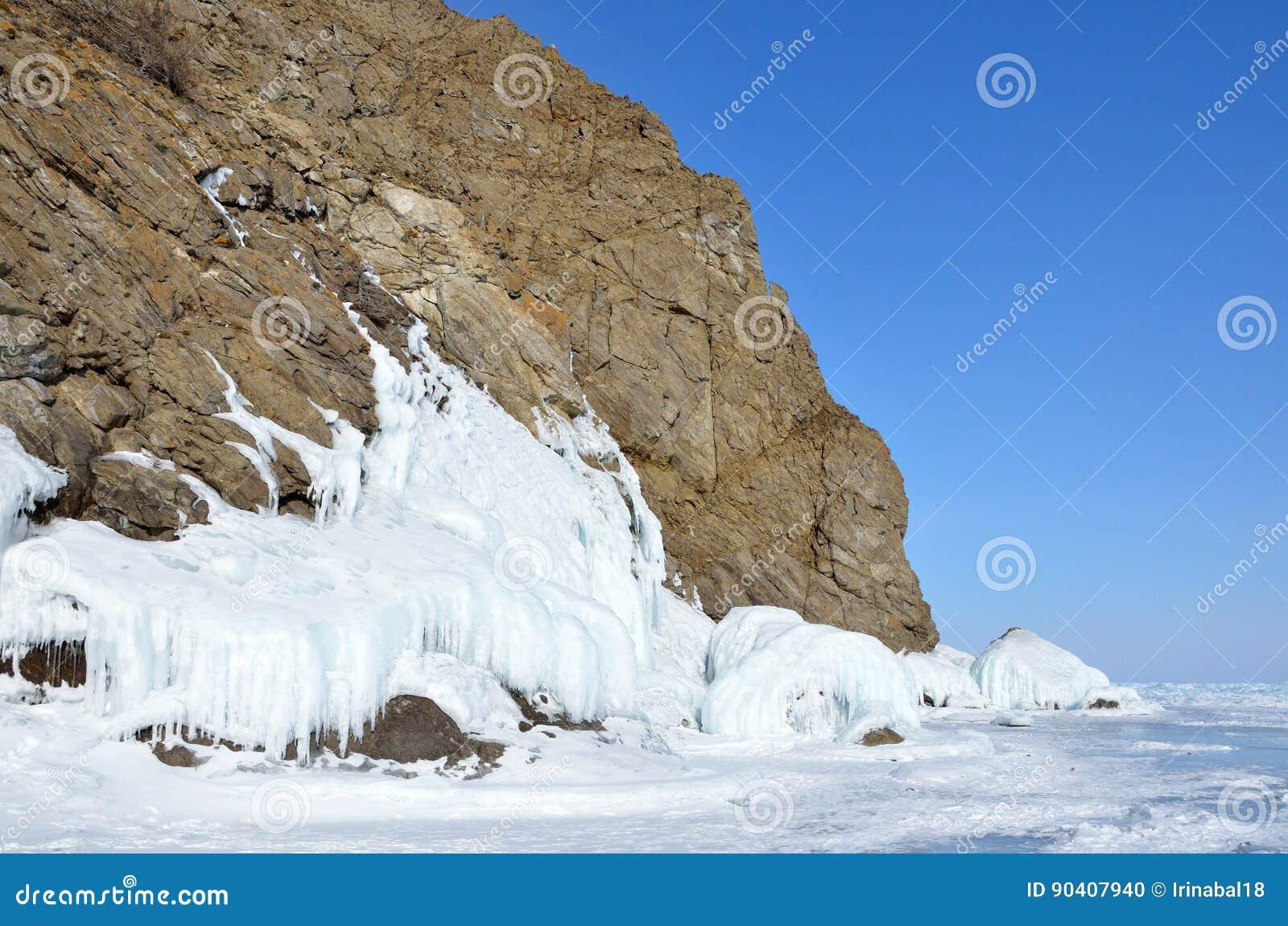Ρωσία, Σιβηρία, λίμνη Baikal, νησί Olkhon, ακρωτήριο Khoboy το χειμώνα