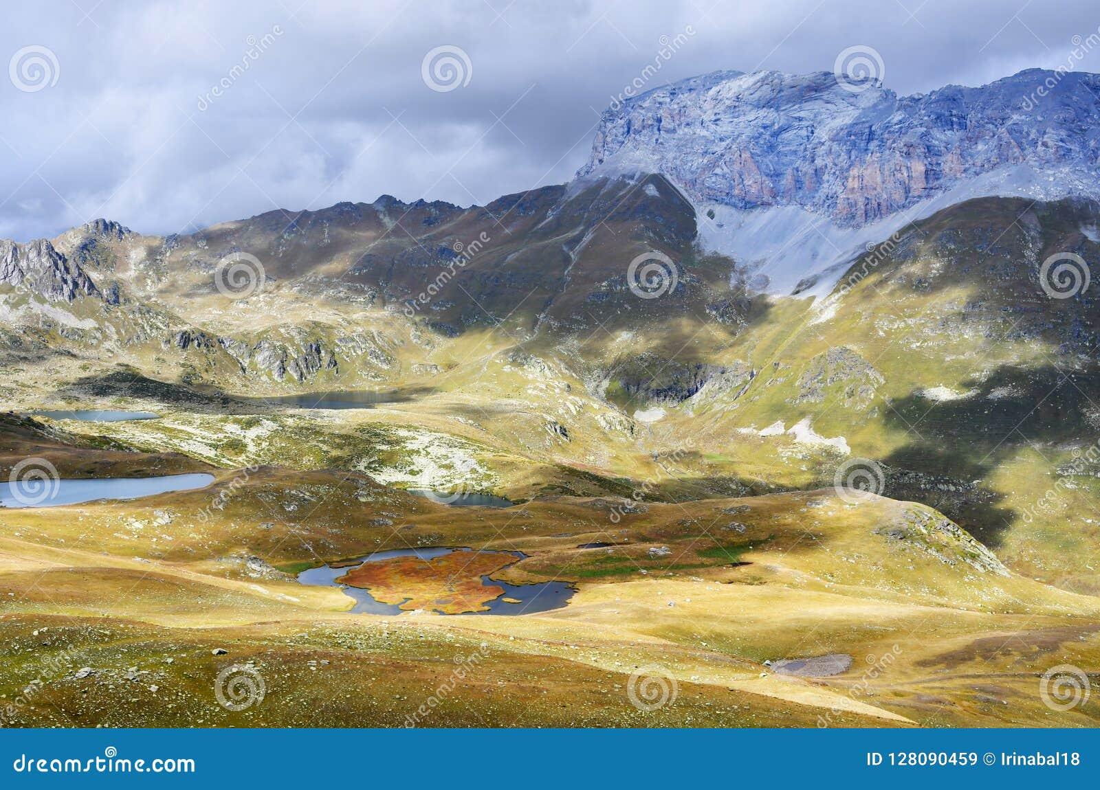 Ρωσία, Arkhyz Λίμνες Atsgarskiye, Zagedanskoye Pyatiozerye στον ηλιόλουστο καιρό
