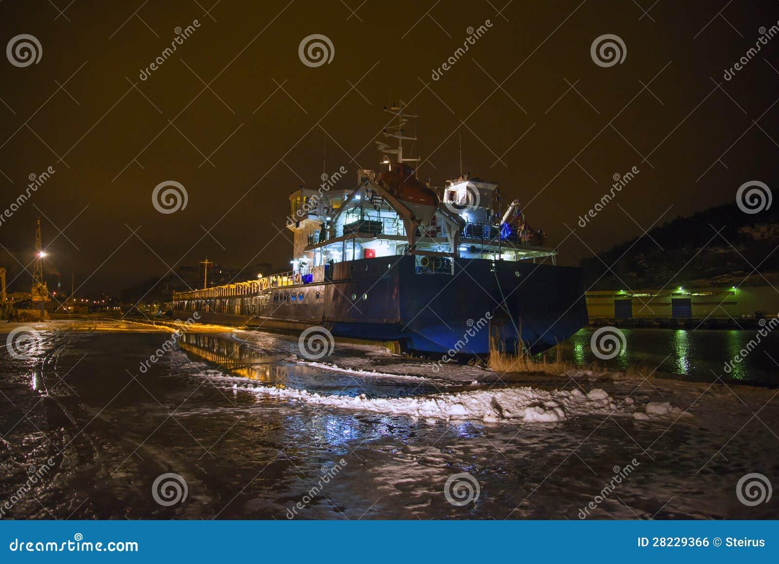 Ρωσικό σκάφος που επισκέπτεται το λιμένα Halden (ξημερώματα)