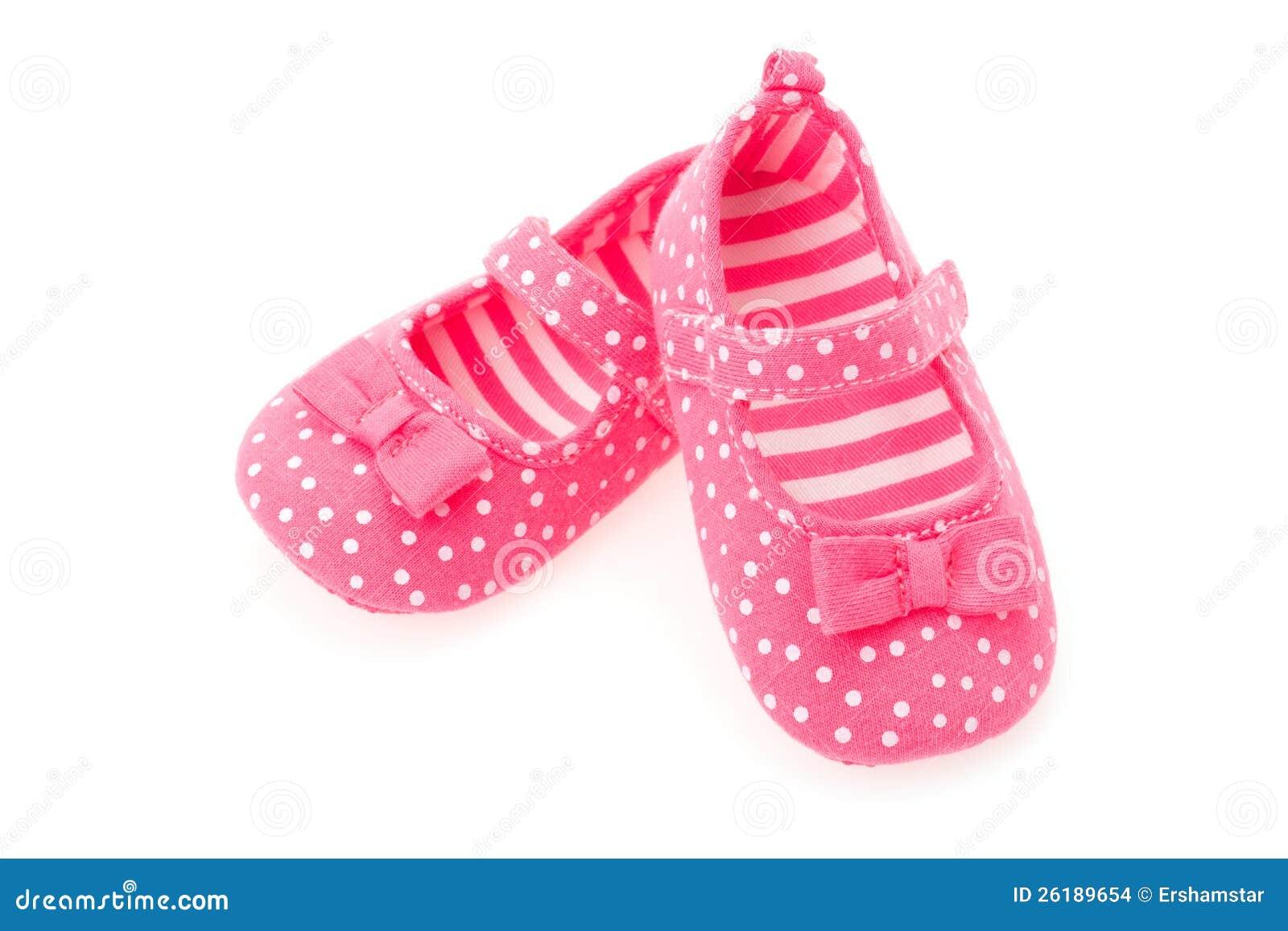 3a04089a6fc Ένα ζευγάρι των ρόδινων παπουτσιών μωρών κοριτσιών - στούντιο που  καλύπτονται με μια άσπρη ανασκόπηση