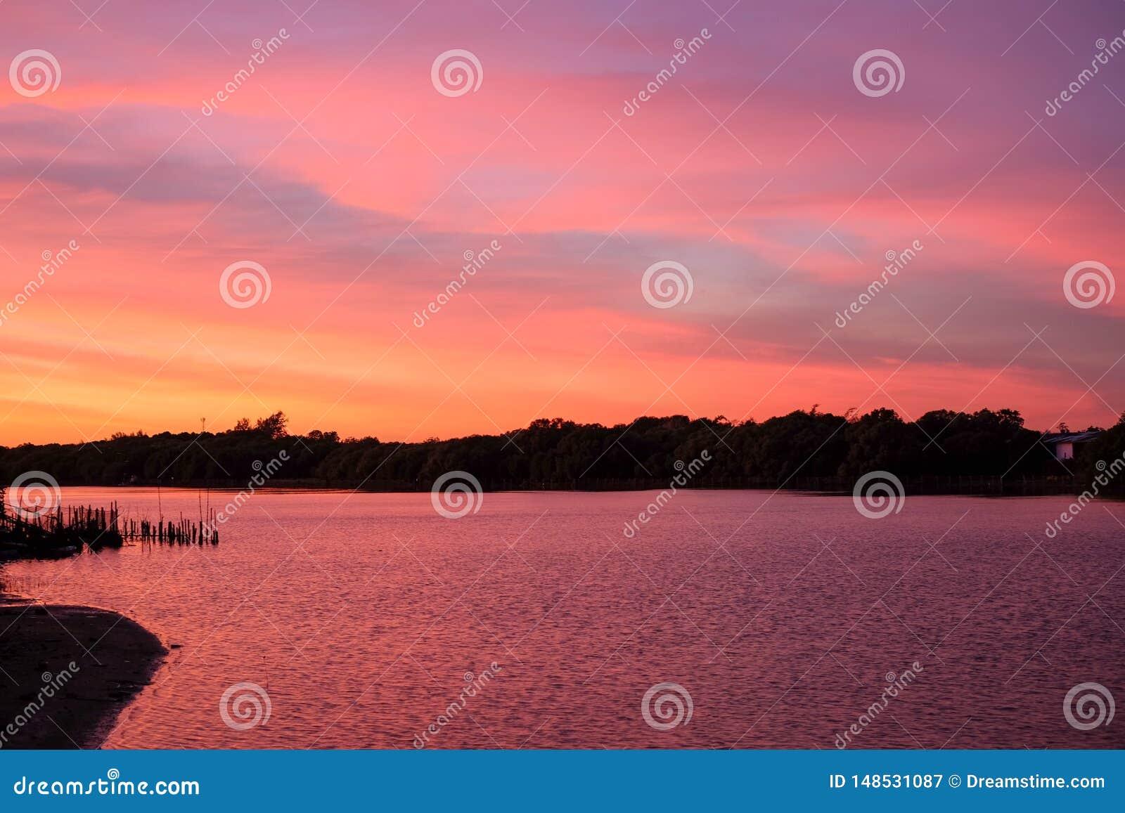 Ρόδινος ουρανός, ρόδινη θάλασσα στην Ταϊλάνδη