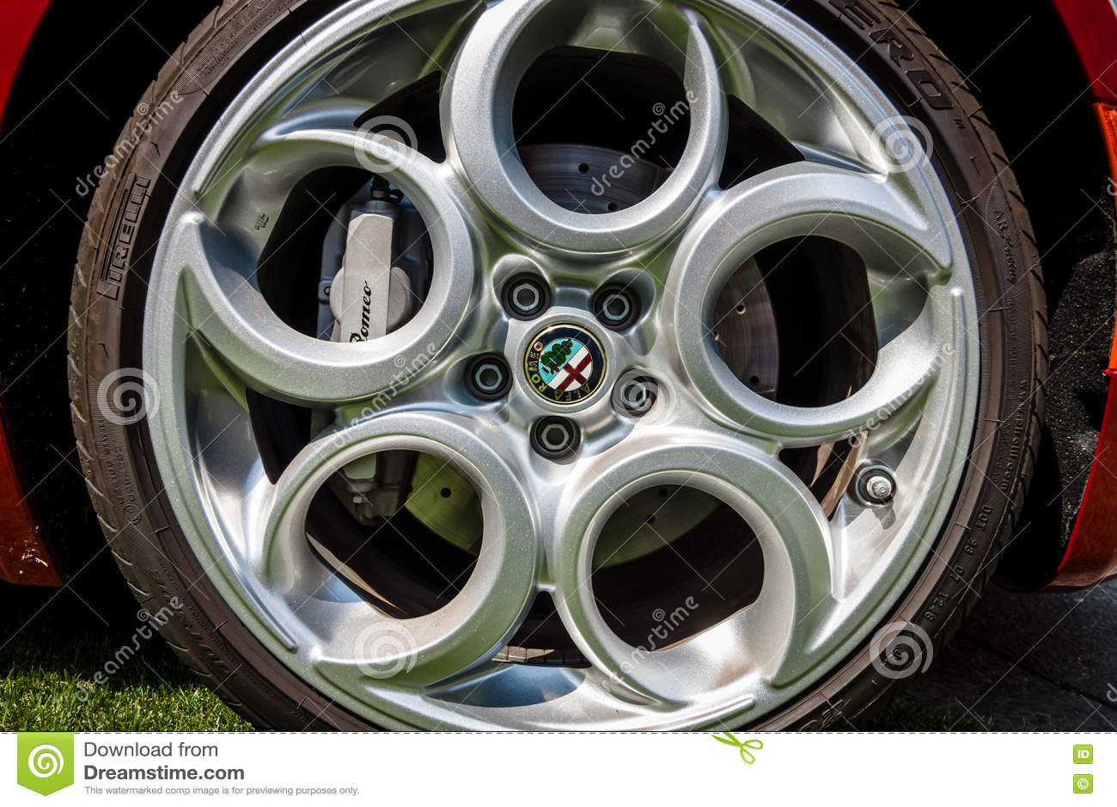 Ρόδα του αθλητικού αυτοκινήτου Alfa Romeo 4C ( Τύπος 960) , από το 2014