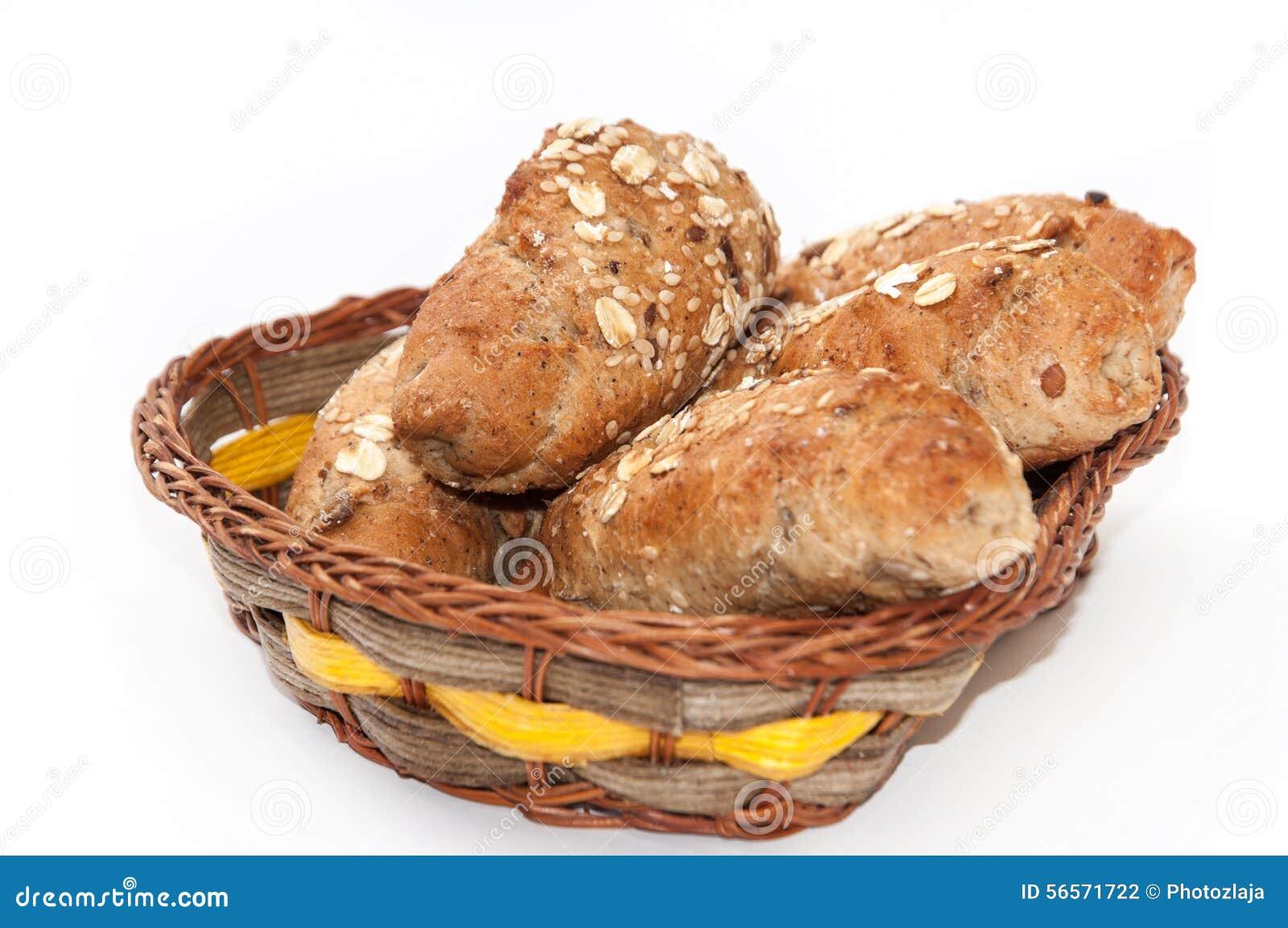 Download Ρόλοι με το ακέραια αλεύρι και το σιτάρι σε ένα καλάθι Στοκ Εικόνες - εικόνα από διατροφή, χορτάρι: 56571722