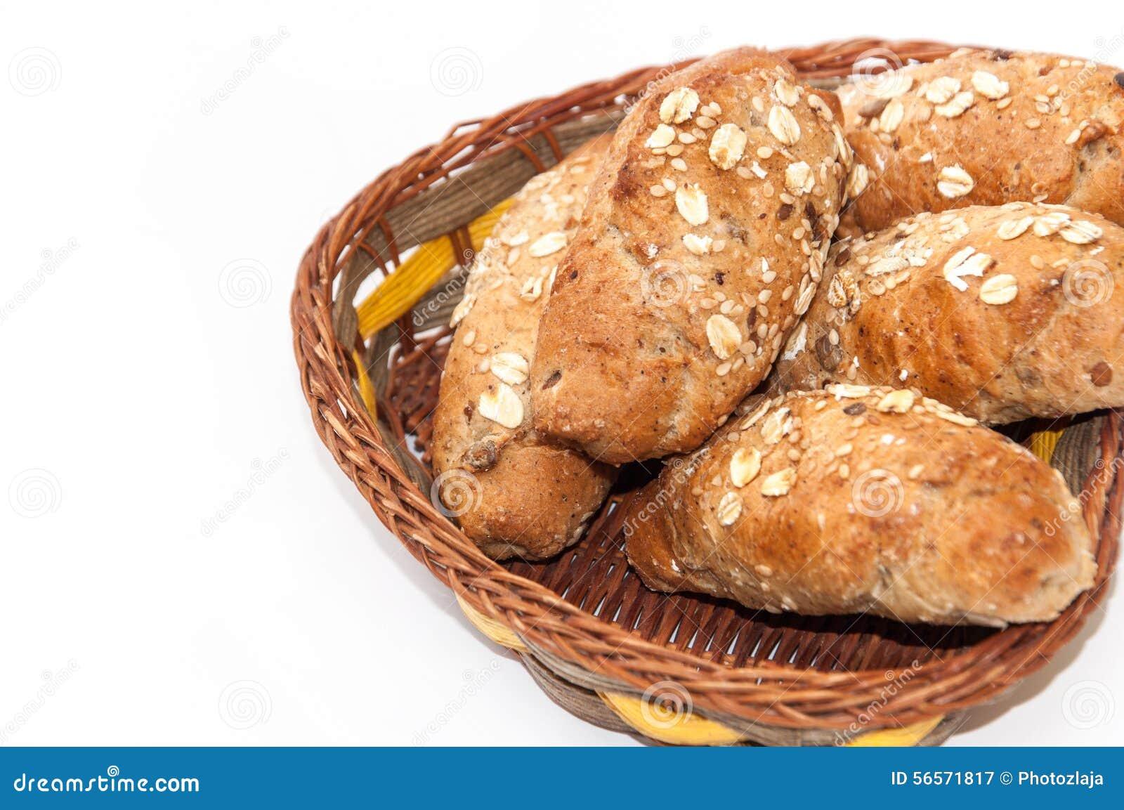 Download Ρόλοι με το ακέραια αλεύρι και το σιτάρι σε ένα καλάθι Στοκ Εικόνα - εικόνα από υγιής, breadboard: 56571817