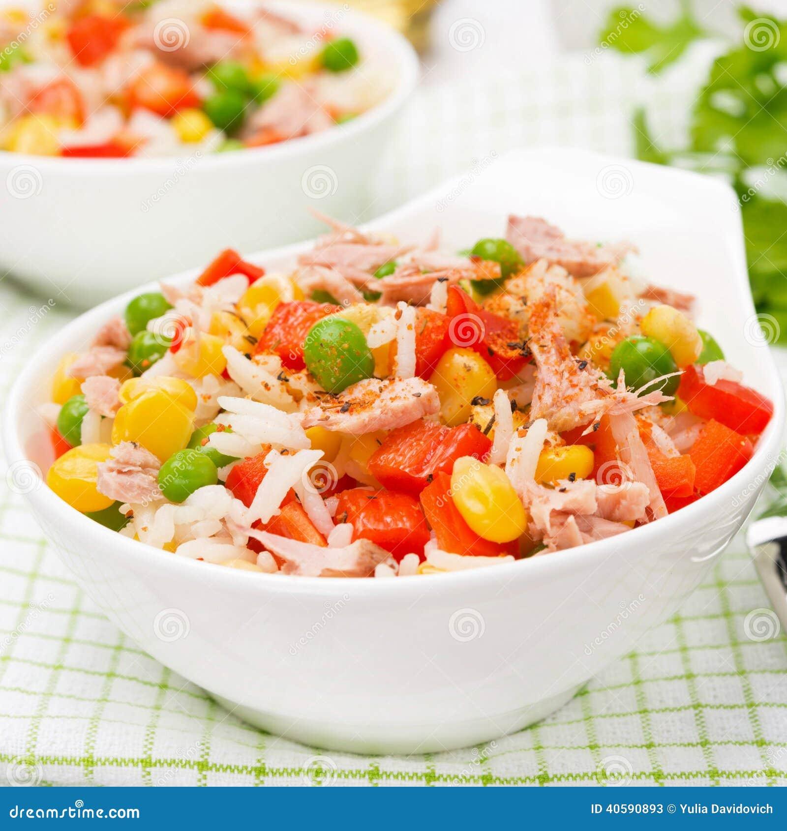 Ρύζι με τα λαχανικά και τον κονσερβοποιημένο τόνο