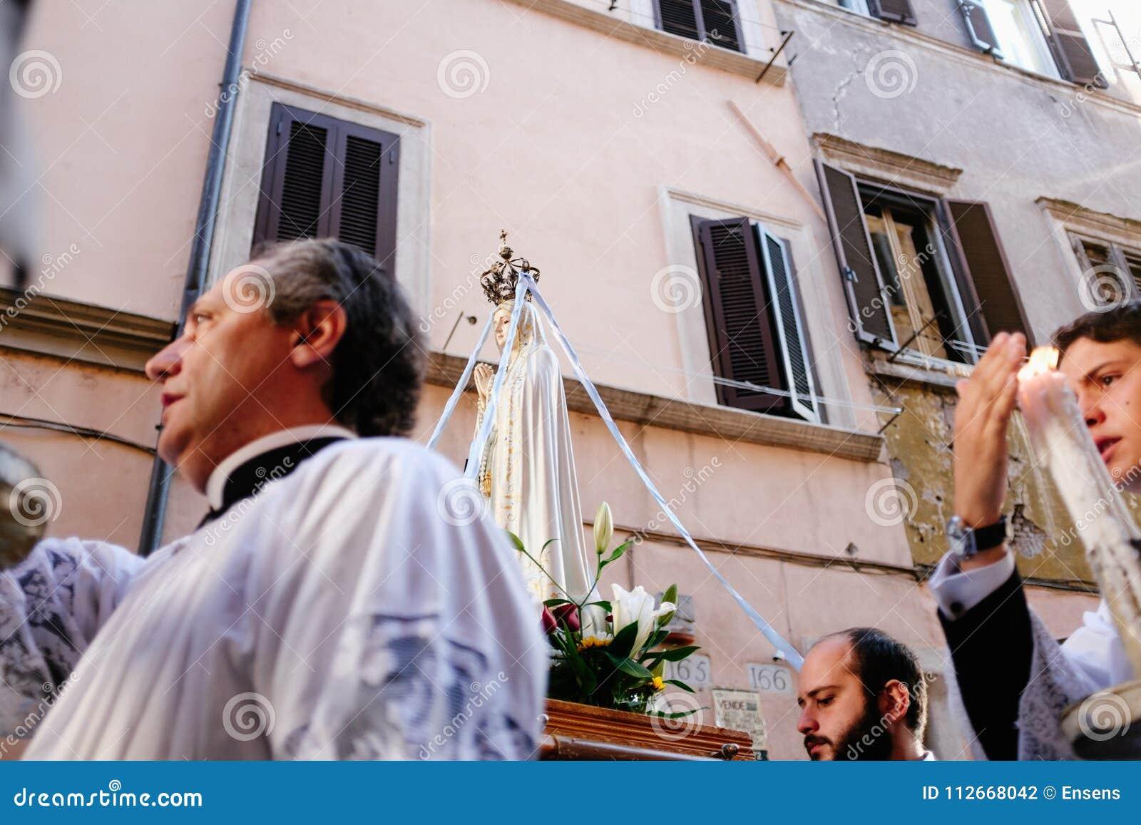 Ρώμη-Ιταλία-24 10 2015, θρησκευτική πομπή μέσω των οδών