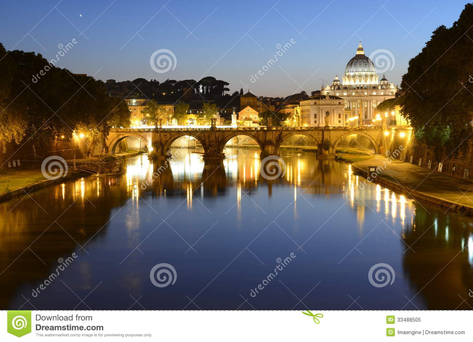 Ρώμη, Ιταλία, Basilica Di SAN Pietro και γέφυρα Sant Angelo τη νύχτα