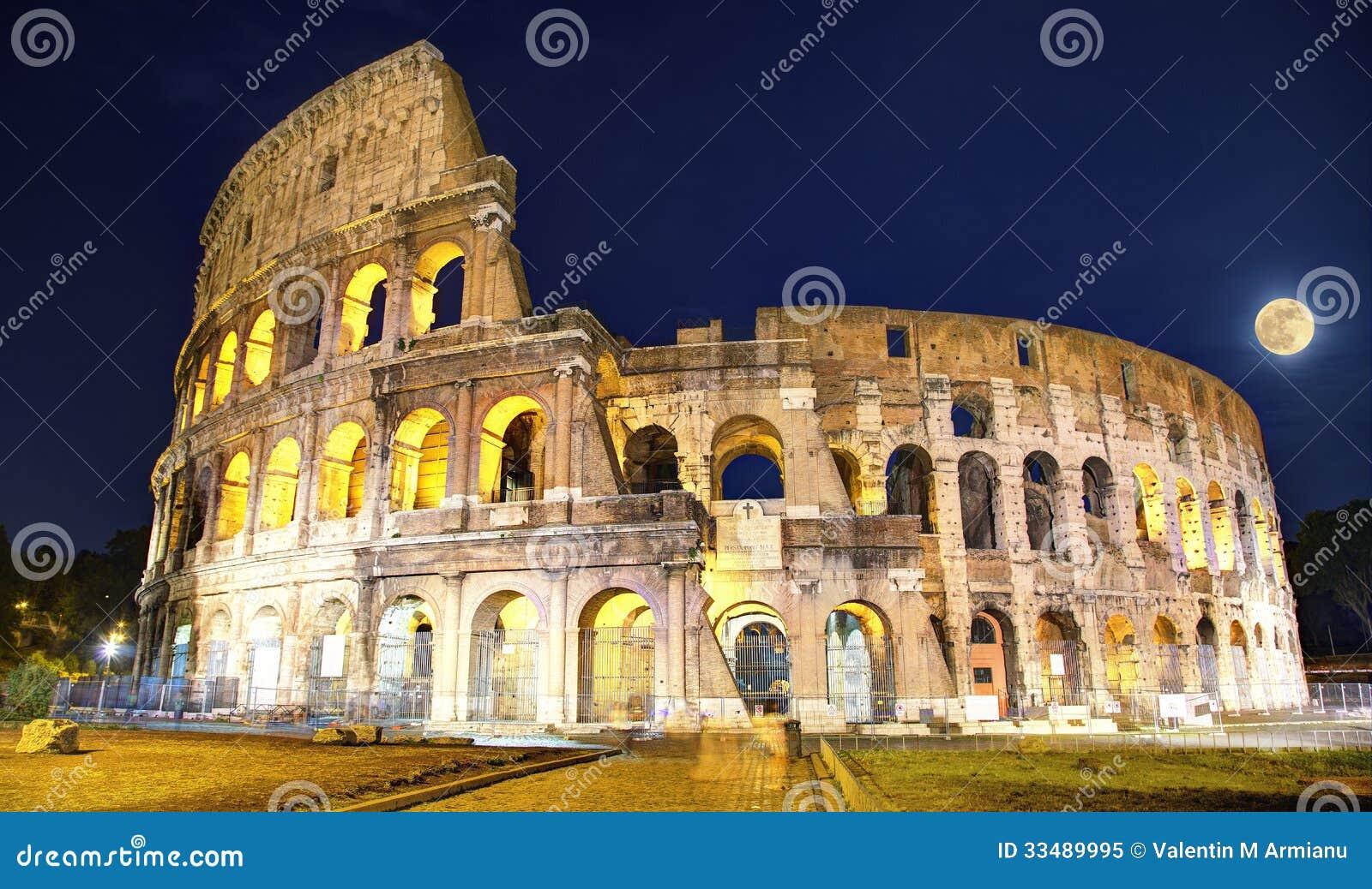 Ρώμη Colosseum τή νύχτα
