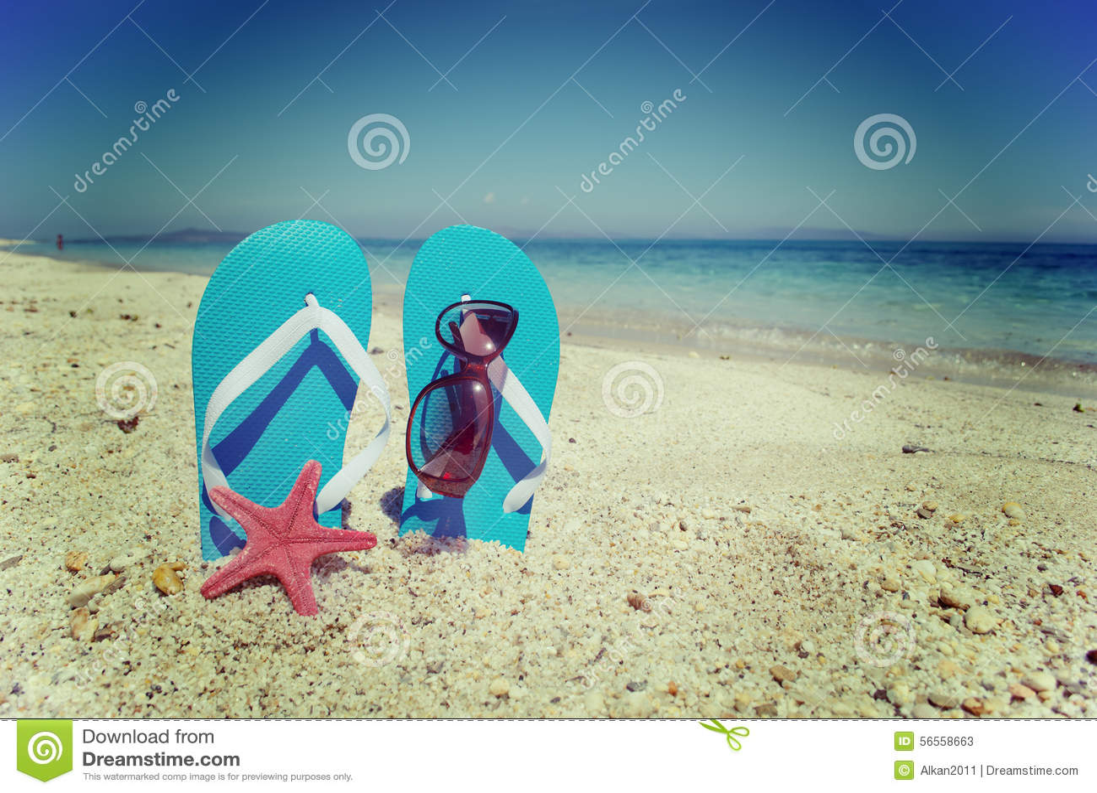 Download Σανδάλια και αστερίας θαλασσίως Στοκ Εικόνα - εικόνα από ακτή, ωκεανός: 56558663