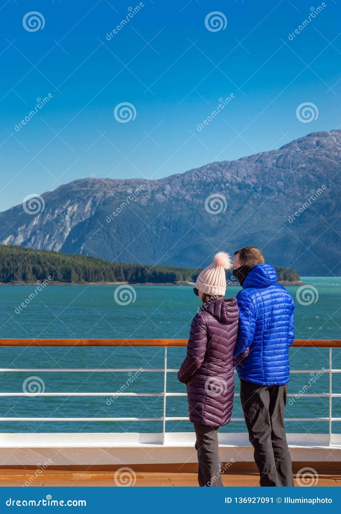 14 Σεπτεμβρίου 2018 - Juneau, AK: Ζεύγος κρουαζιερόπλοιων που απολαμβάνει τη θέα στον κολπίσκο Taku