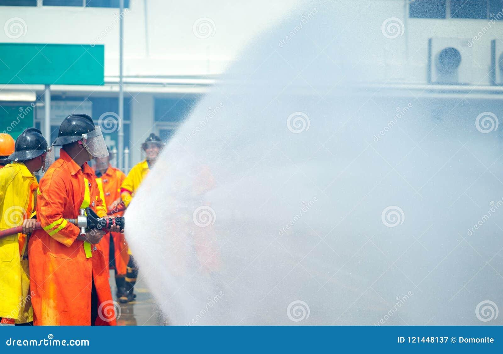 Σε επείγουσα περίπτωση κατάσταση της κατάρτισης πυροσβεστών , πυροσβέστης usin
