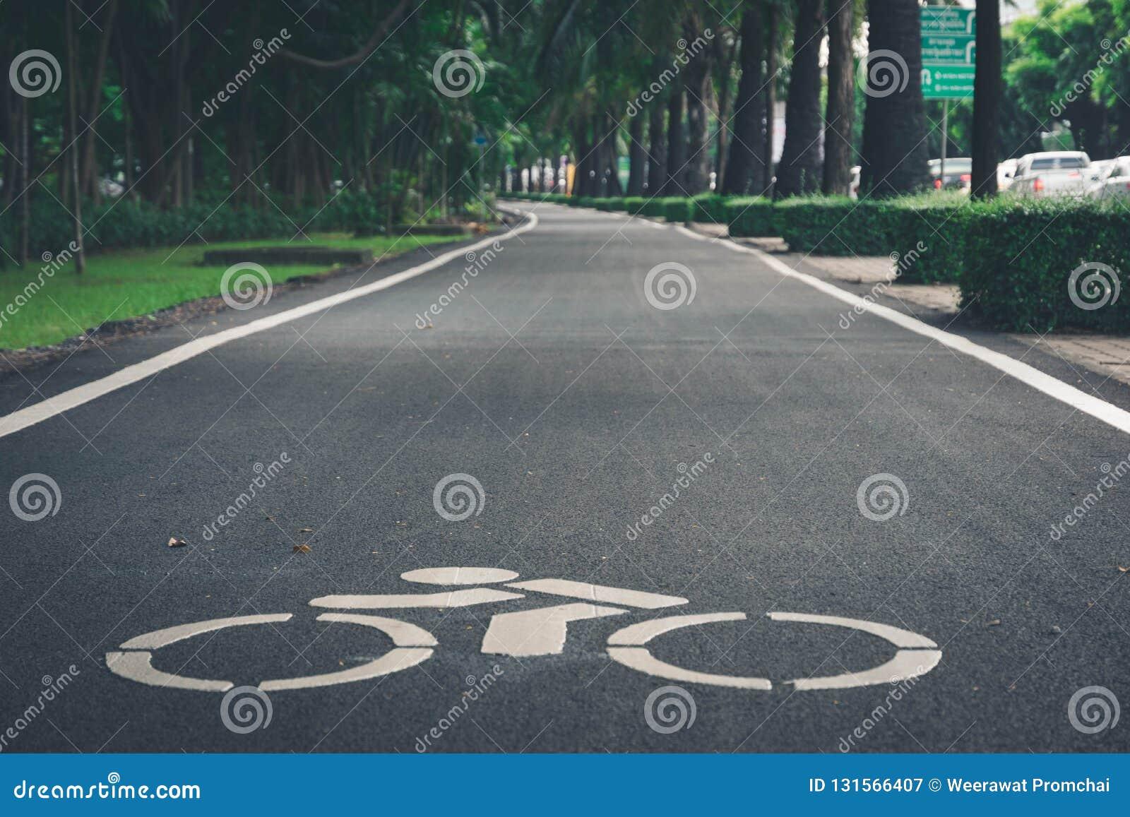 Σημάδι διαβάσεων ποδηλάτων στην πόλη