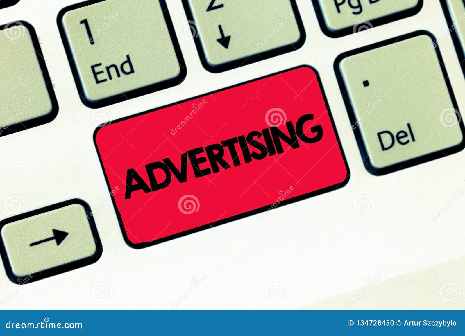 Σημάδι κειμένων που παρουσιάζει διαφήμιση Εννοιολογική φωτογραφία που παράγει τις διαφημίσεις για τα εμπορικά προϊόντα ή τις υπηρ