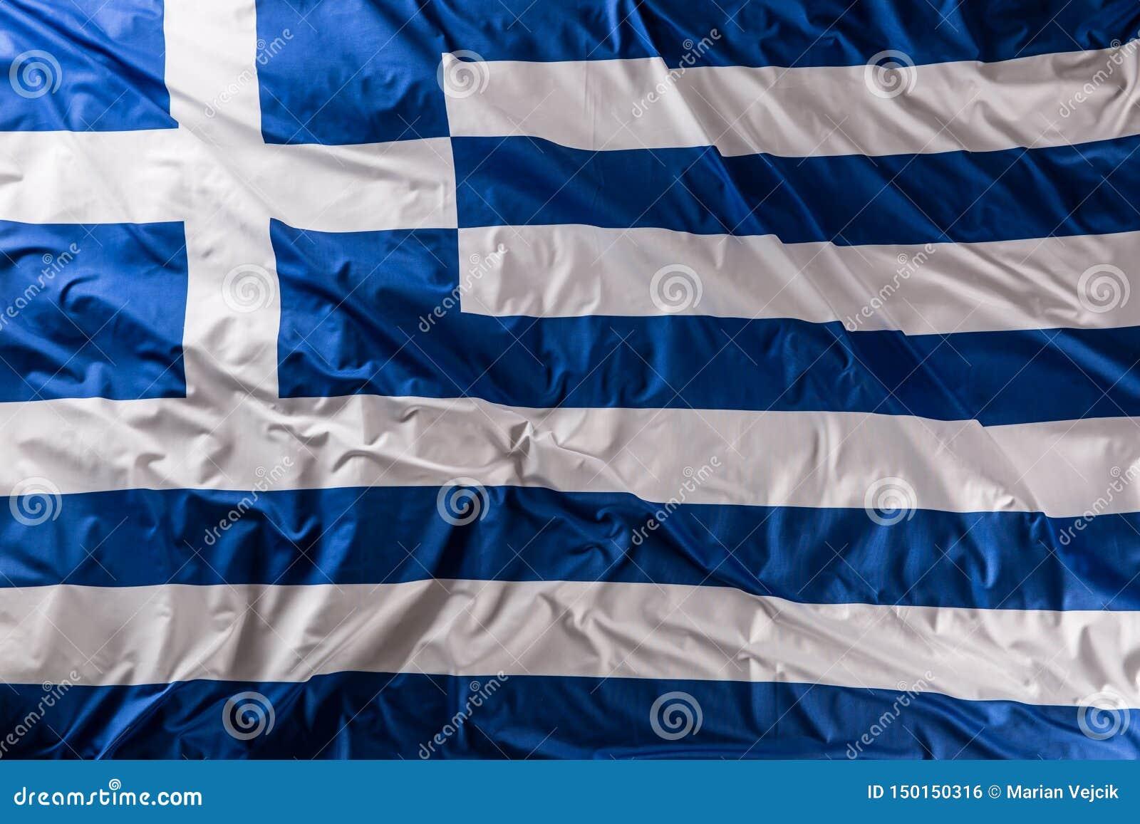 Σημαία της Ελλάδας που κυματίζει στον αέρα - κορυφή της άποψης