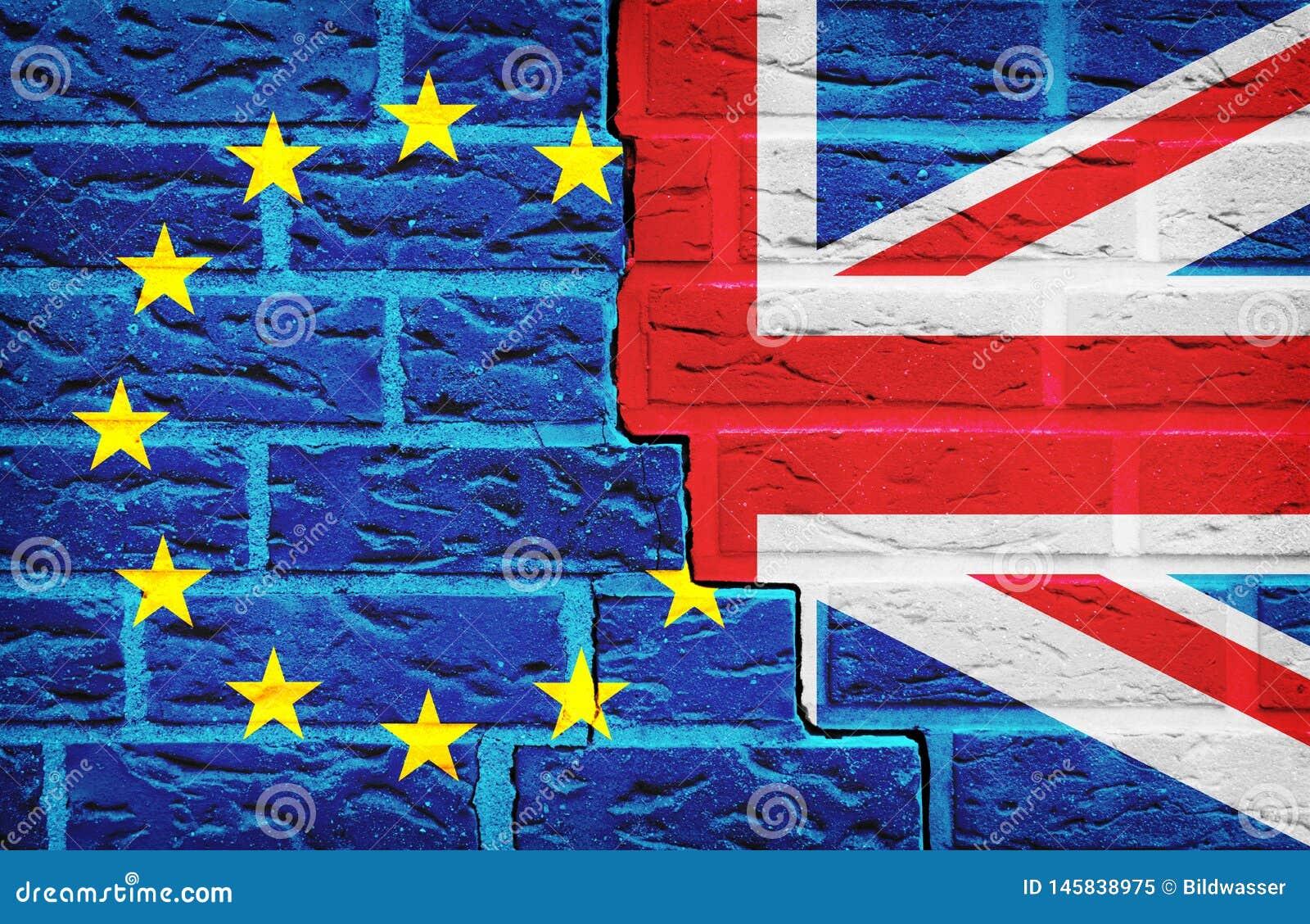 Σημαία της Ευρωπαϊκής Ένωσης και της Μεγάλης Βρετανίας Brexit στο σπασμένο τοίχο Ψηφοφορία για την έννοια εξόδων