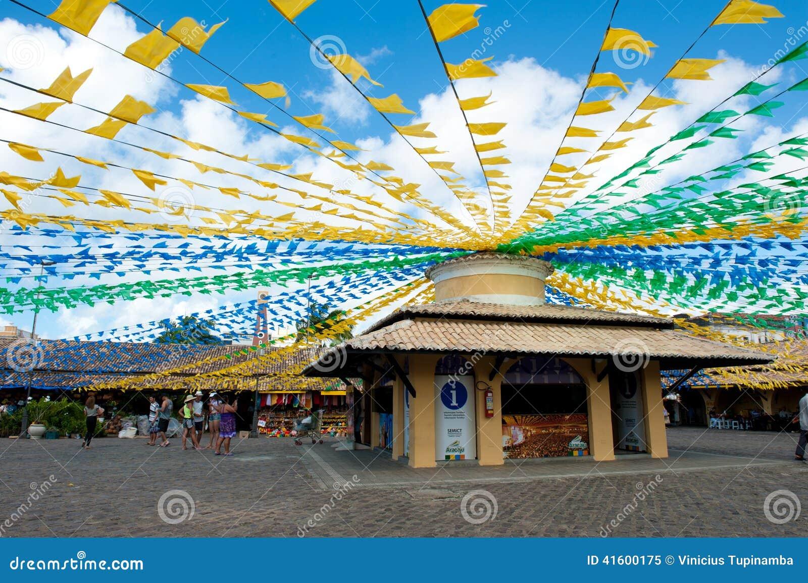 Σημαίες Αγίου Jonh στην αγορά