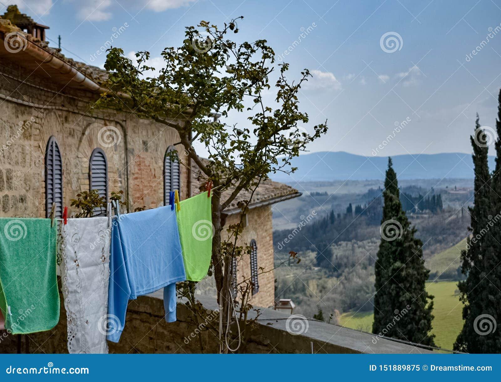 Σημαίες στον τοίχο
