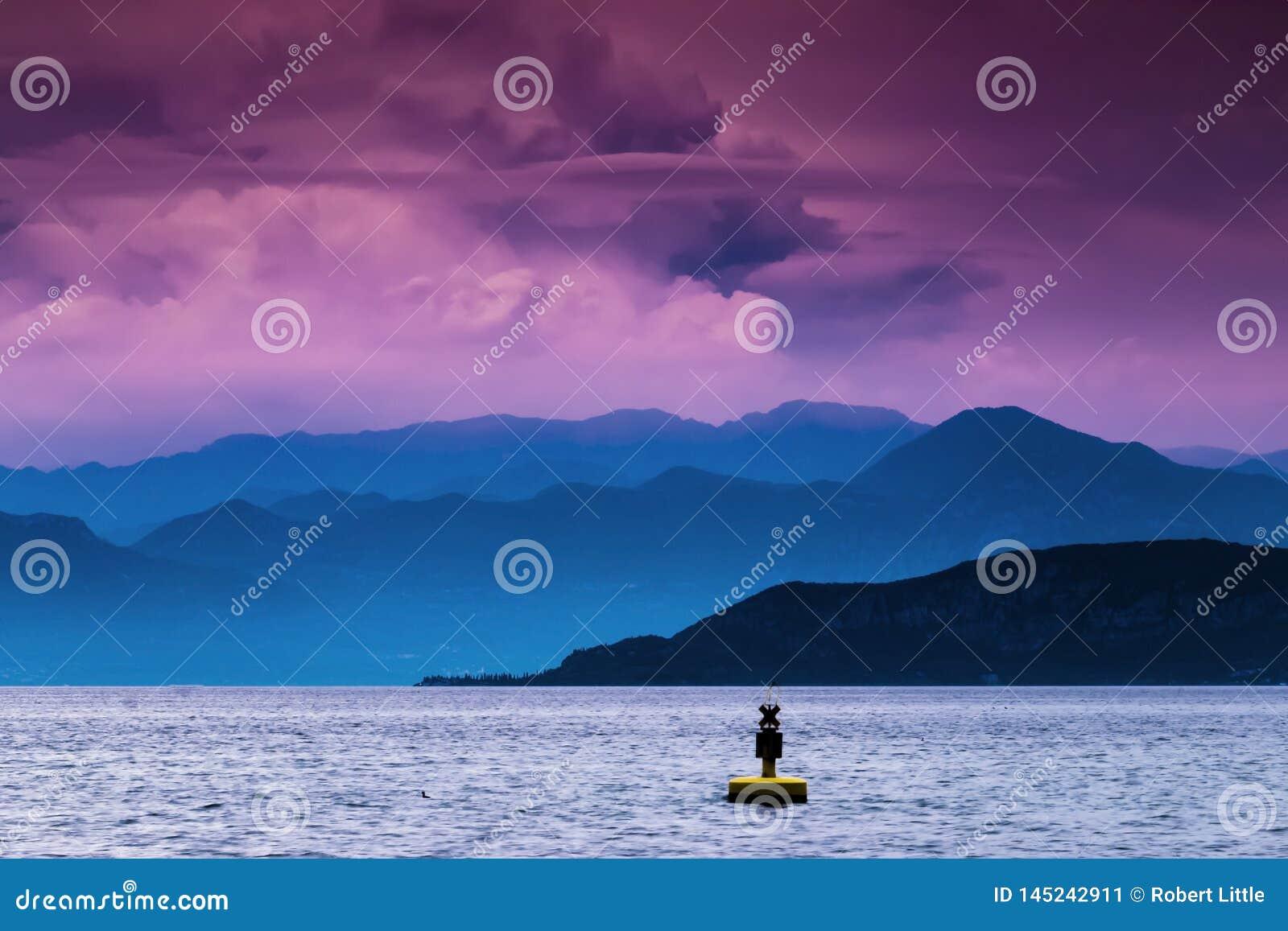 Σημαντήρας στη λίμνη Garda