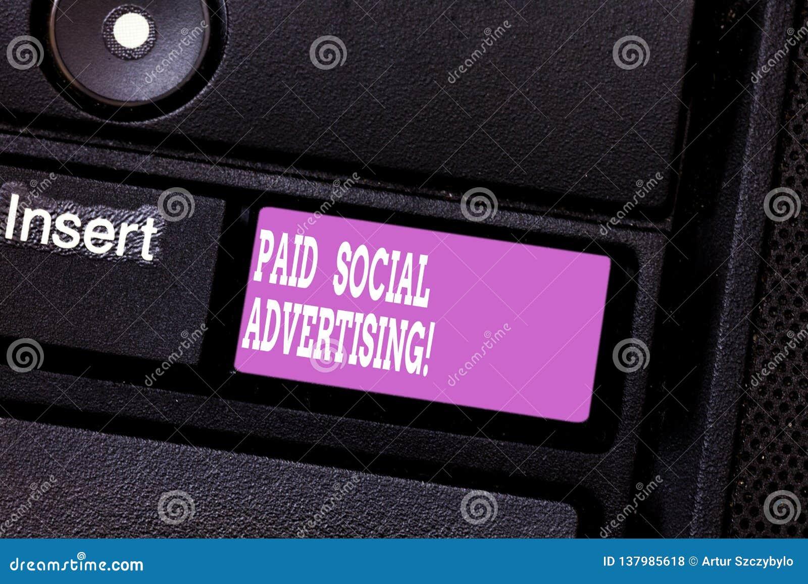 Σημείωση γραψίματος που παρουσιάζει πληρωμένη κοινωνική διαφήμιση Η επιχειρησιακή φωτογραφία που επιδεικνύει τις εξωτερικές προσπ