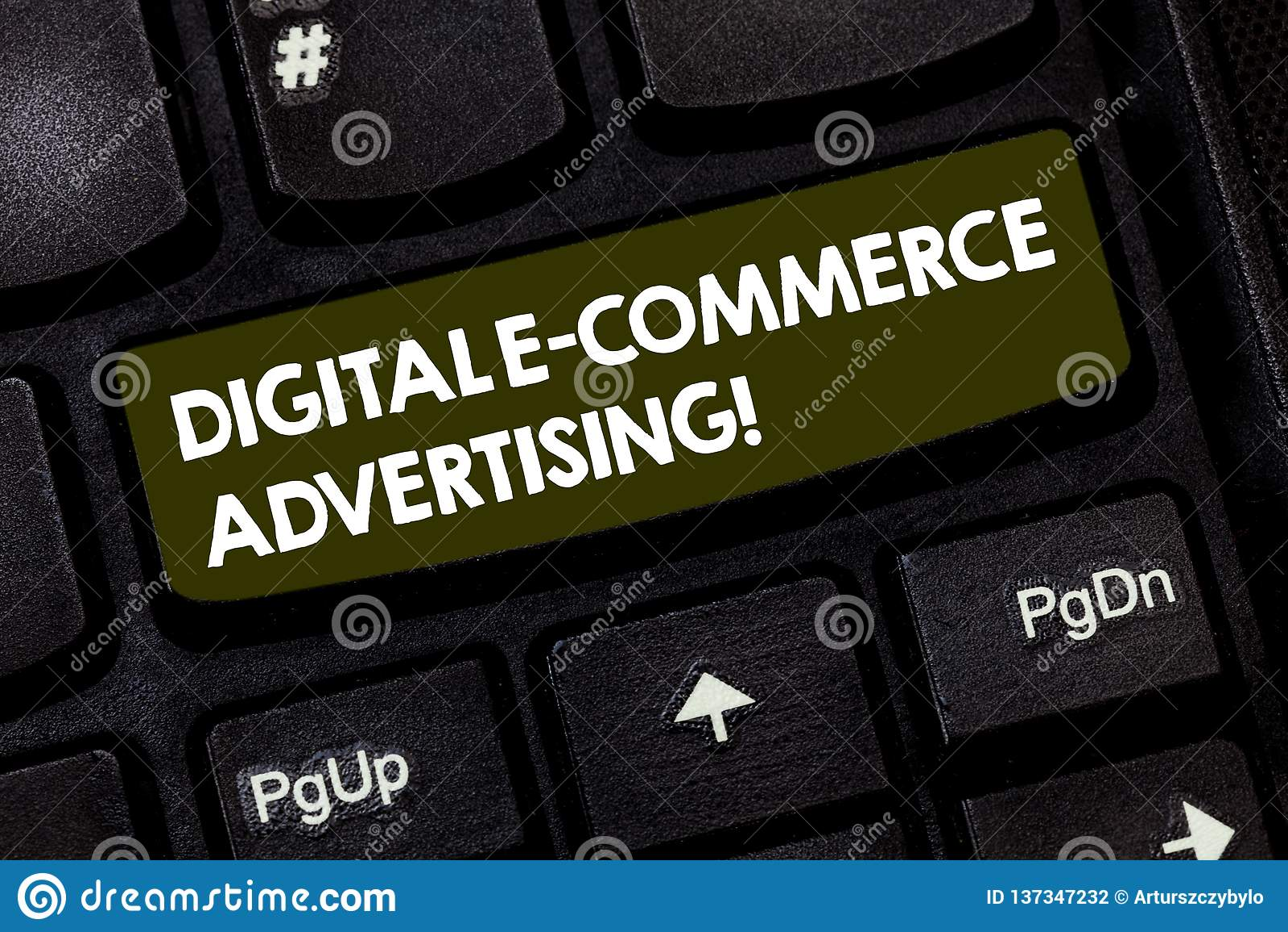 Σημείωση γραψίματος που παρουσιάζει ψηφιακή διαφήμιση ηλεκτρονικού εμπορίου Εμπορικές συναλλαγές επίδειξης επιχειρησιακών φωτογρα