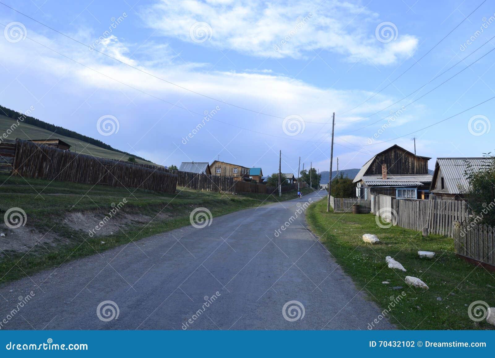 Σιβηρικό χωριό κοντά στο Ιρκούτσκ στο καλοκαίρι