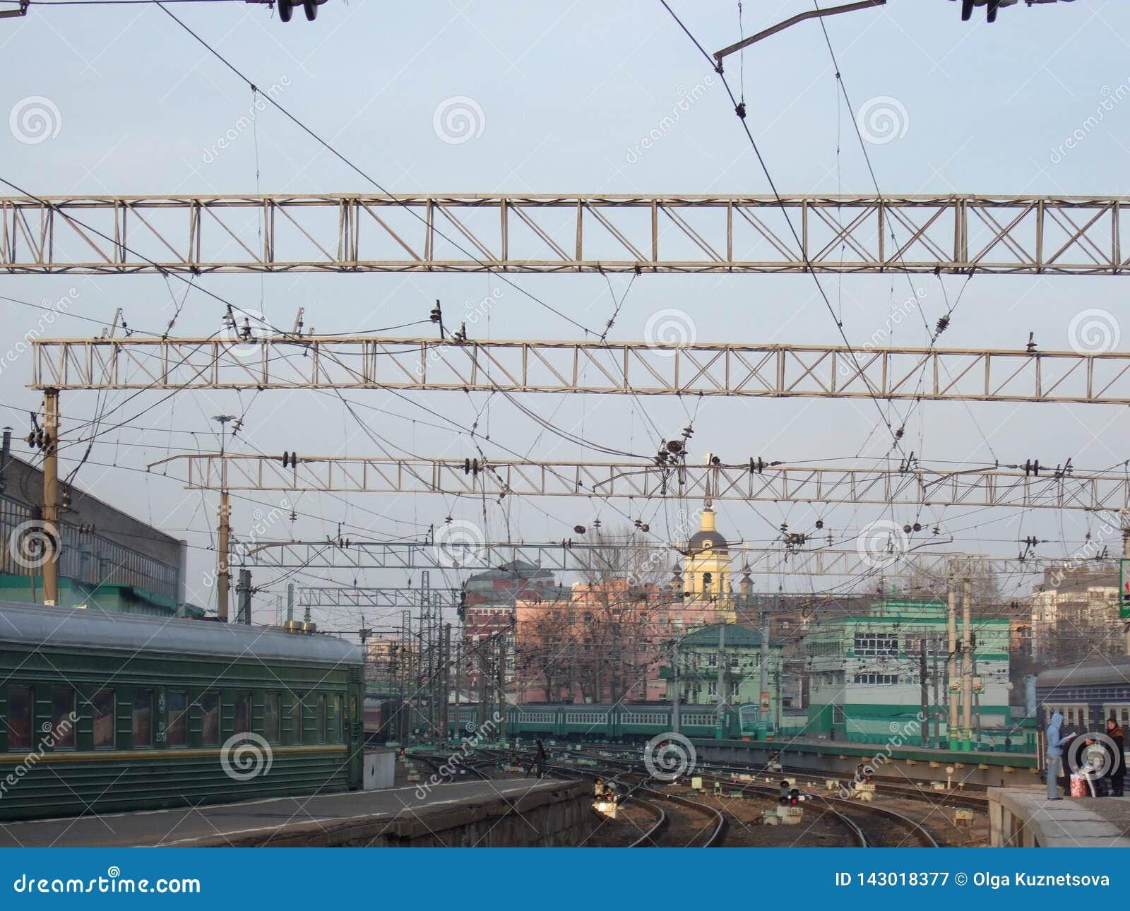Σιδηροδρομικός σταθμός Καλώδια, ράγες, τραίνα