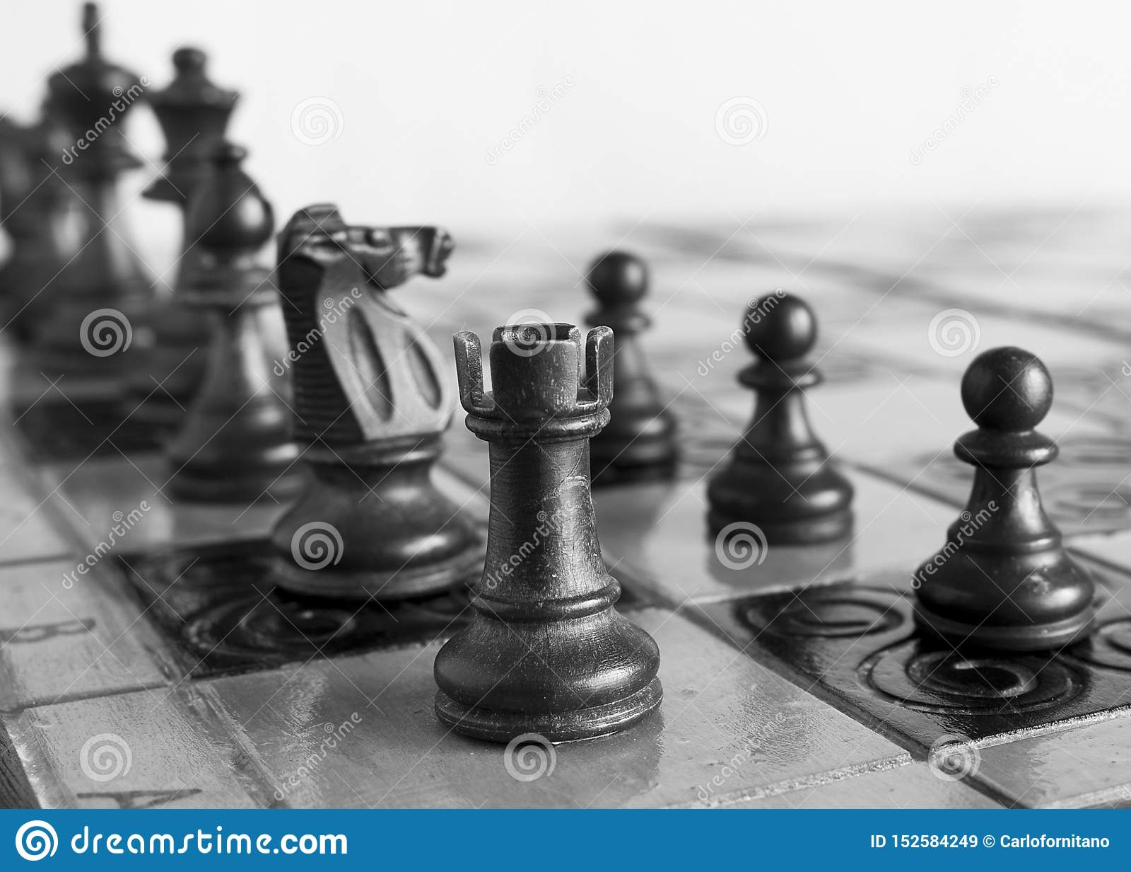 Σκάκι που φωτογραφίζεται σε μια σκακιέρα