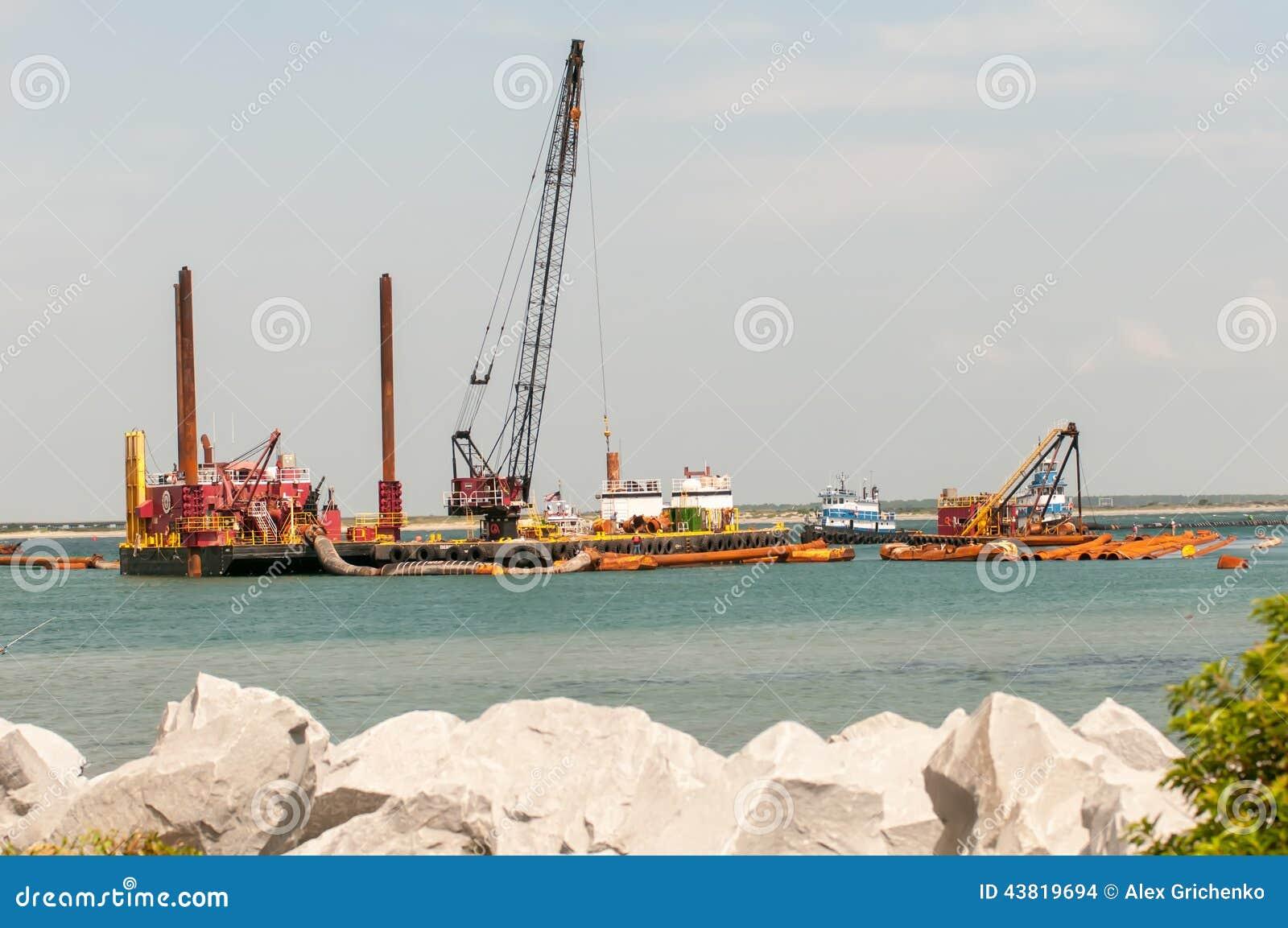 Σκάφη κατασκευής στις εξωτερικές τράπεζες κολπίσκων του Όρεγκον