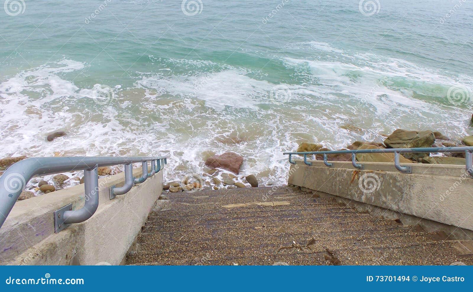 Σκαλοπάτι στη θάλασσα