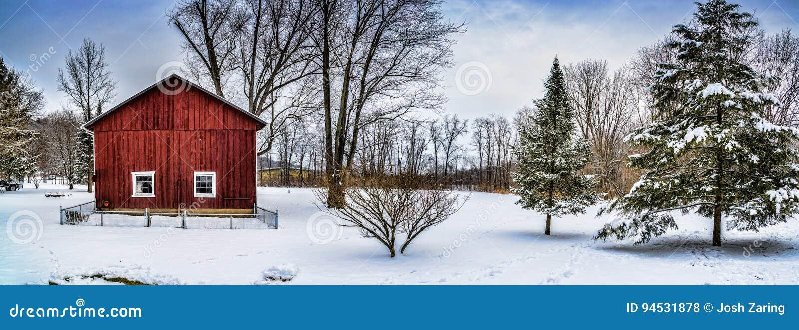 Σκηνή πανοράματος σιταποθηκών χειμερινού χιονιού