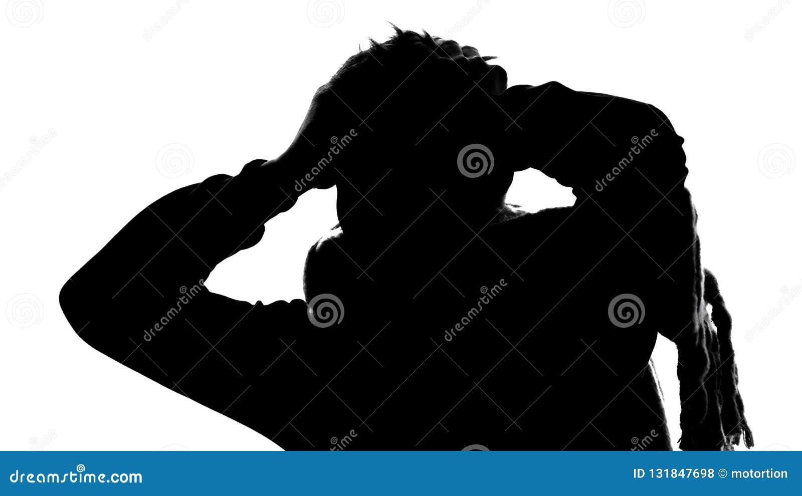 Σκιά του νεαρού άνδρα που πάσχει από τον πονοκέφαλο, υψηλής θερμοκρασίας, ημικρανία, πυρετός