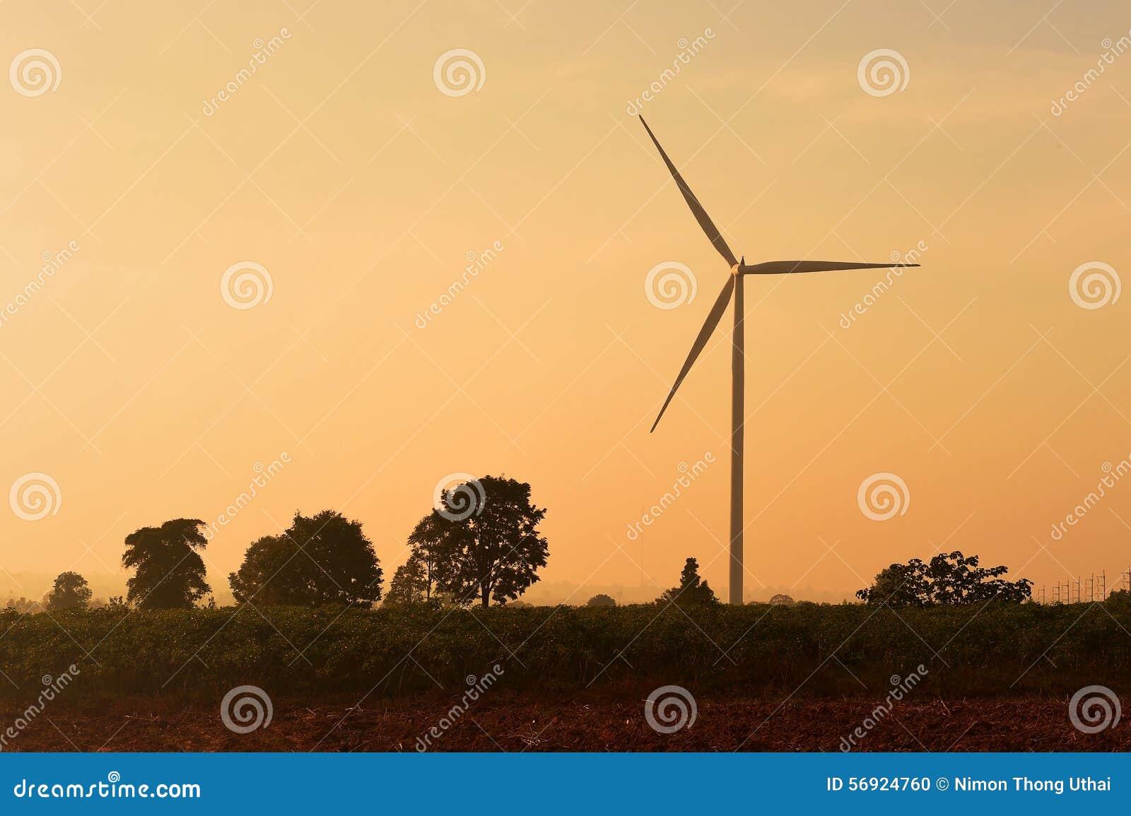 Σκιαγραφία ανεμοστροβίλων στο ηλιοβασίλεμα