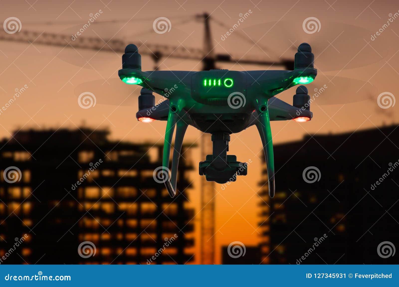 Σκιαγραφία του τηλεκατευθυνόμενου UAV Quadcopter συστημάτων αεροσκαφών κηφήνα