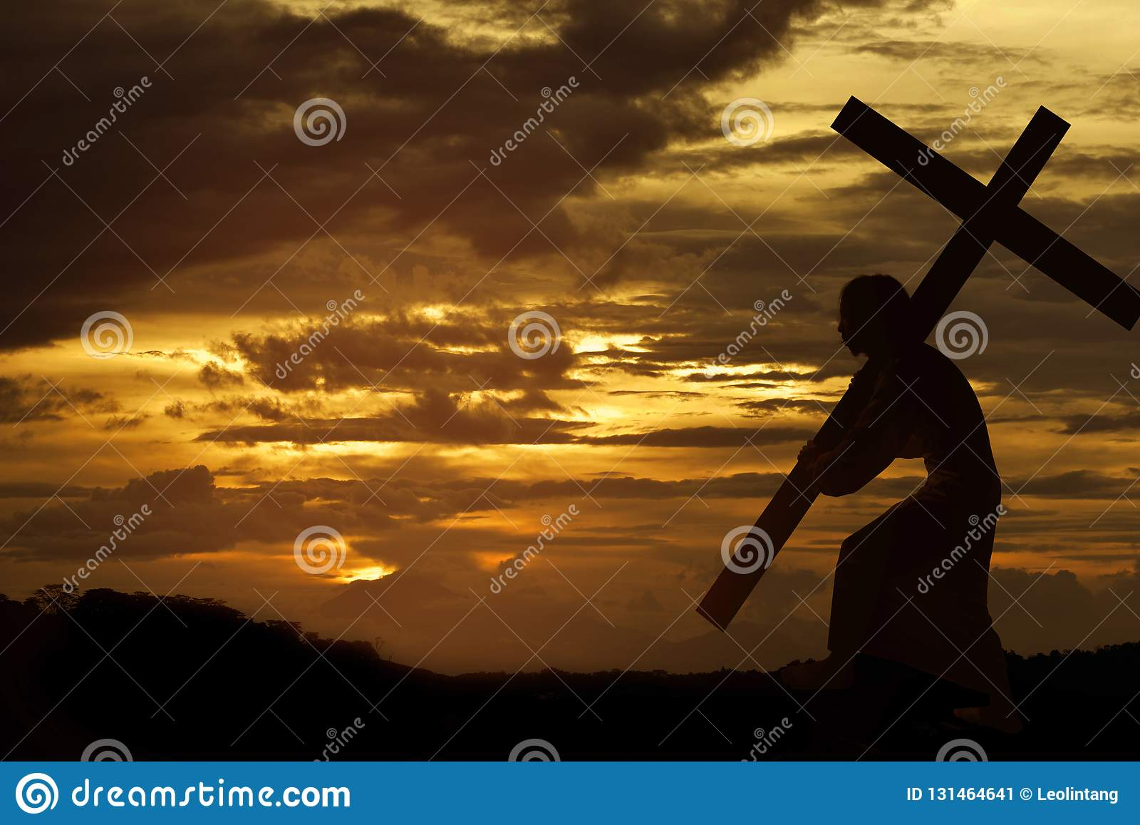 Σκιαγραφία του φέρνοντας σταυρού του Ιησού Χριστού