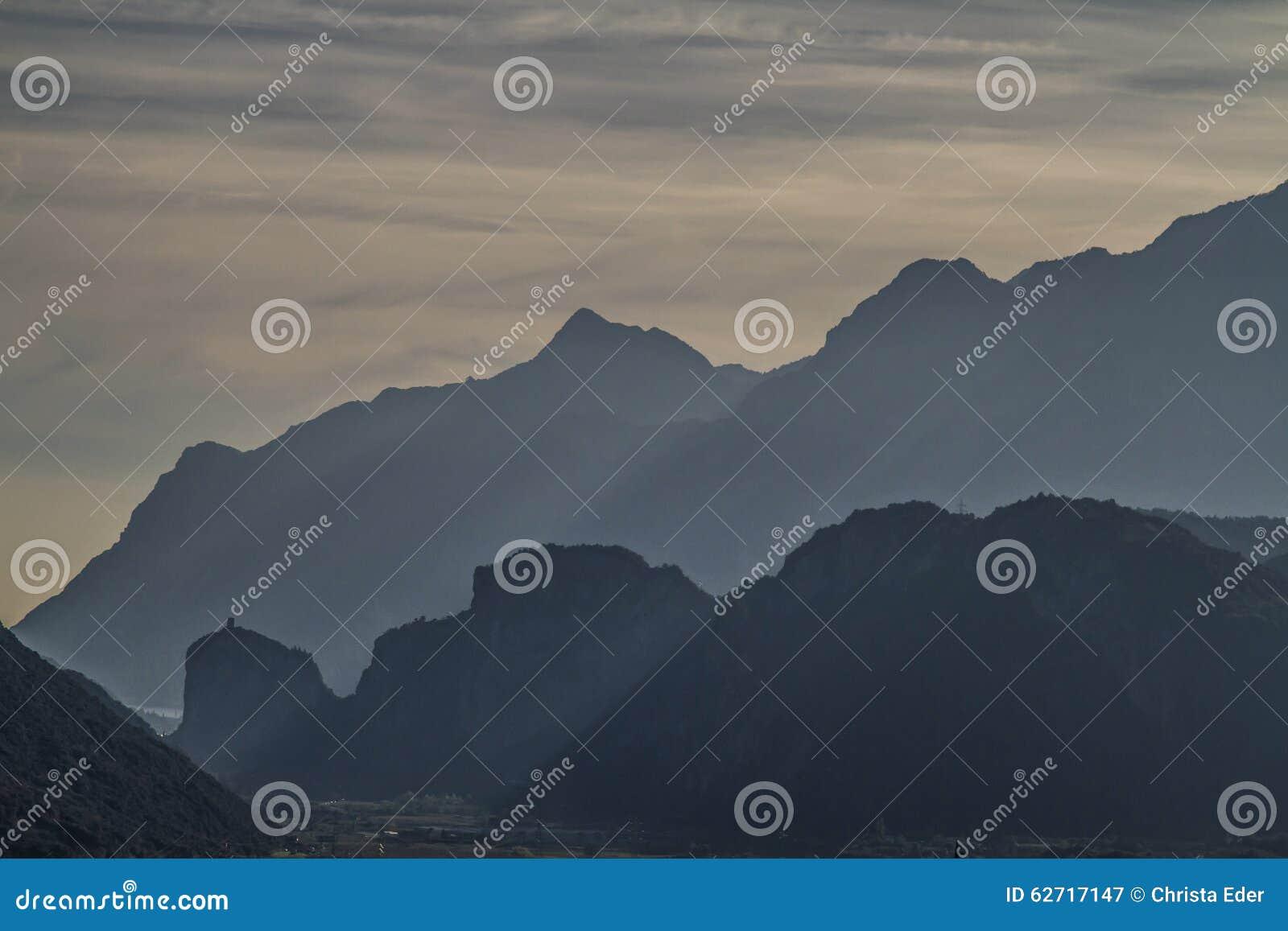 Σκιαγραφίες βουνών Arco