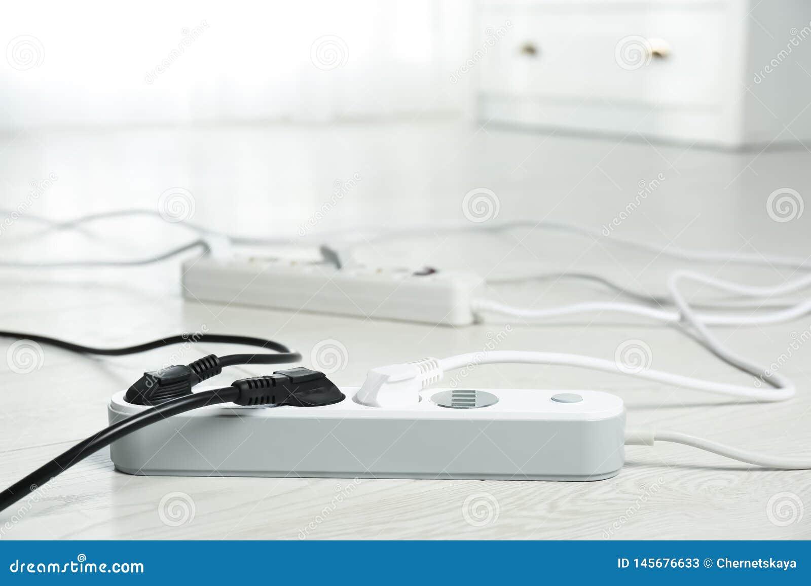 Σκοινιά επέκτασης στο πάτωμα στο εσωτερικό Επαγγελματικός εξοπλισμός ηλεκτρολόγου