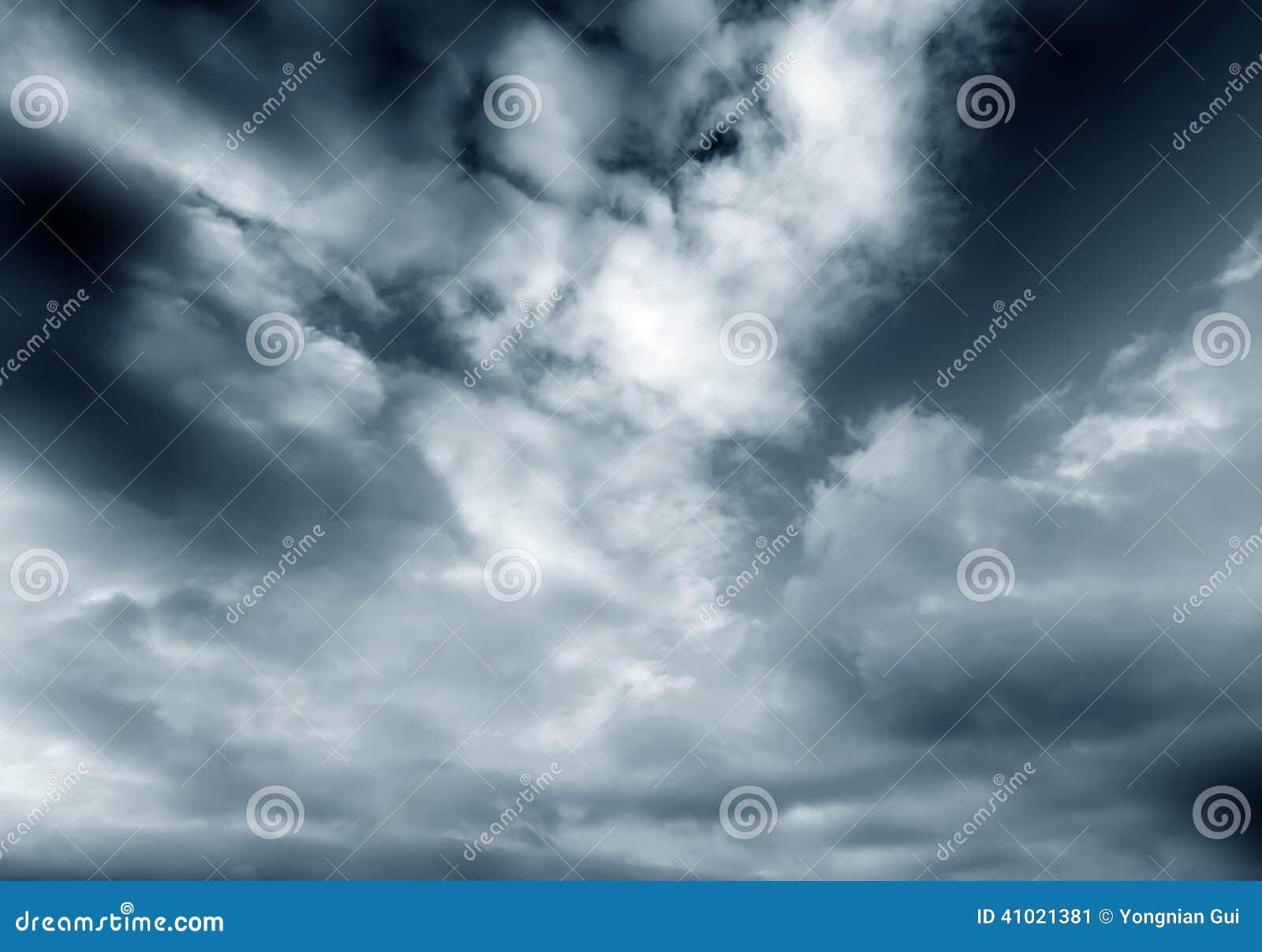 σκοτάδι σύννεφων