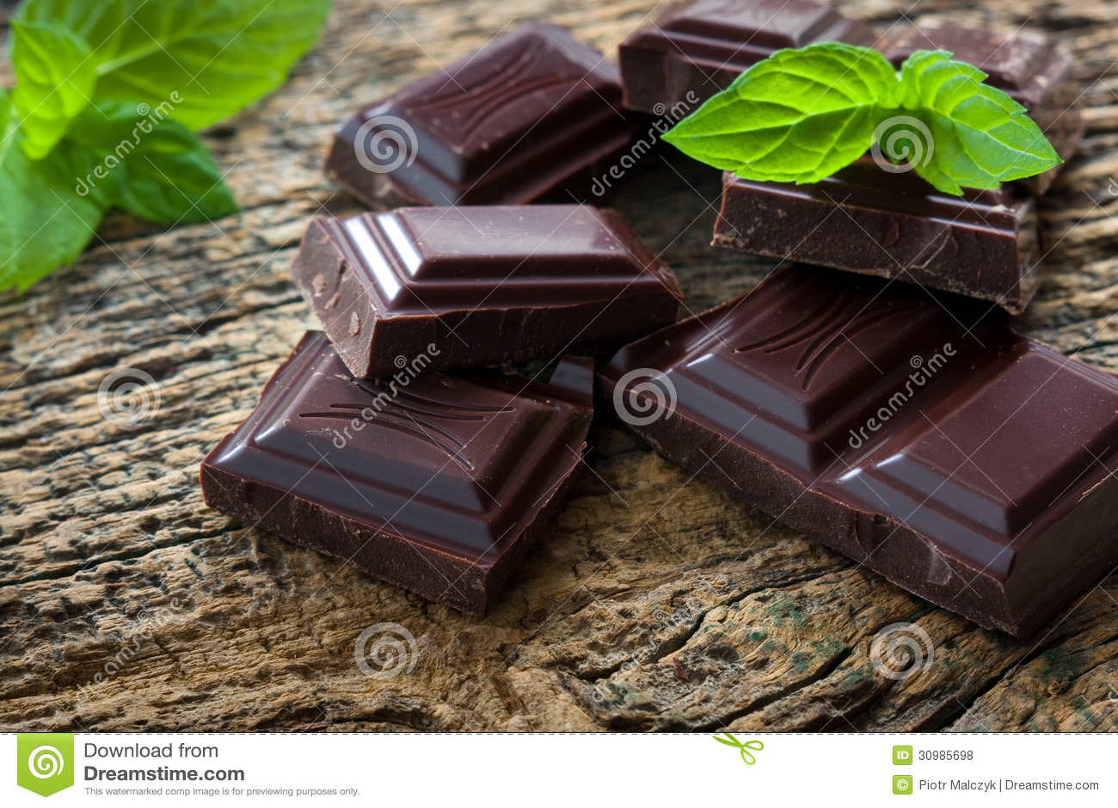 Σκοτεινά κομμάτια σοκολάτας