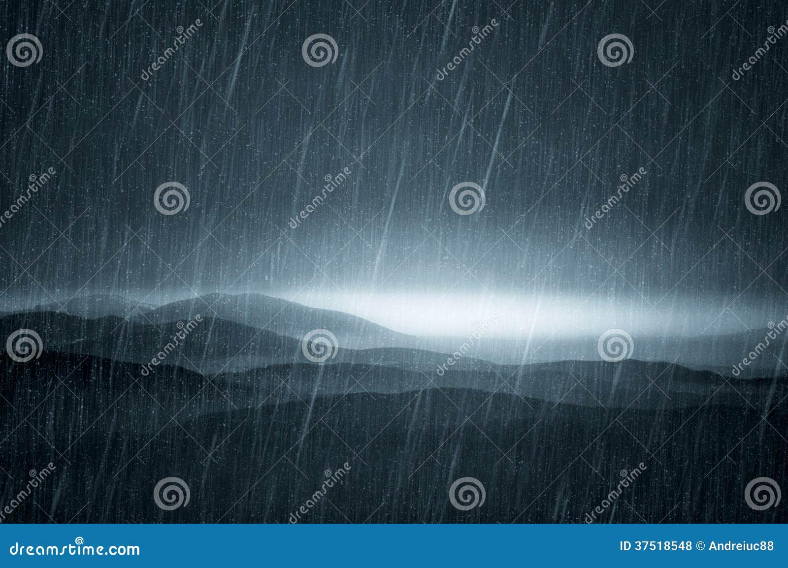 Σκοτεινό τοπίο με τη βροχή