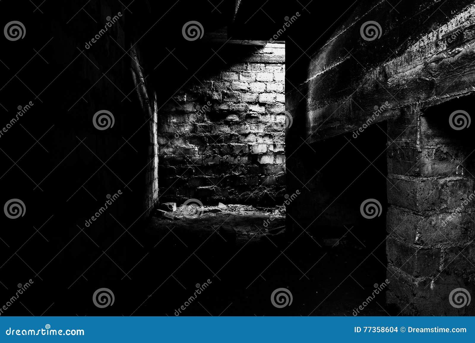 Σκοτεινό υπόγειο