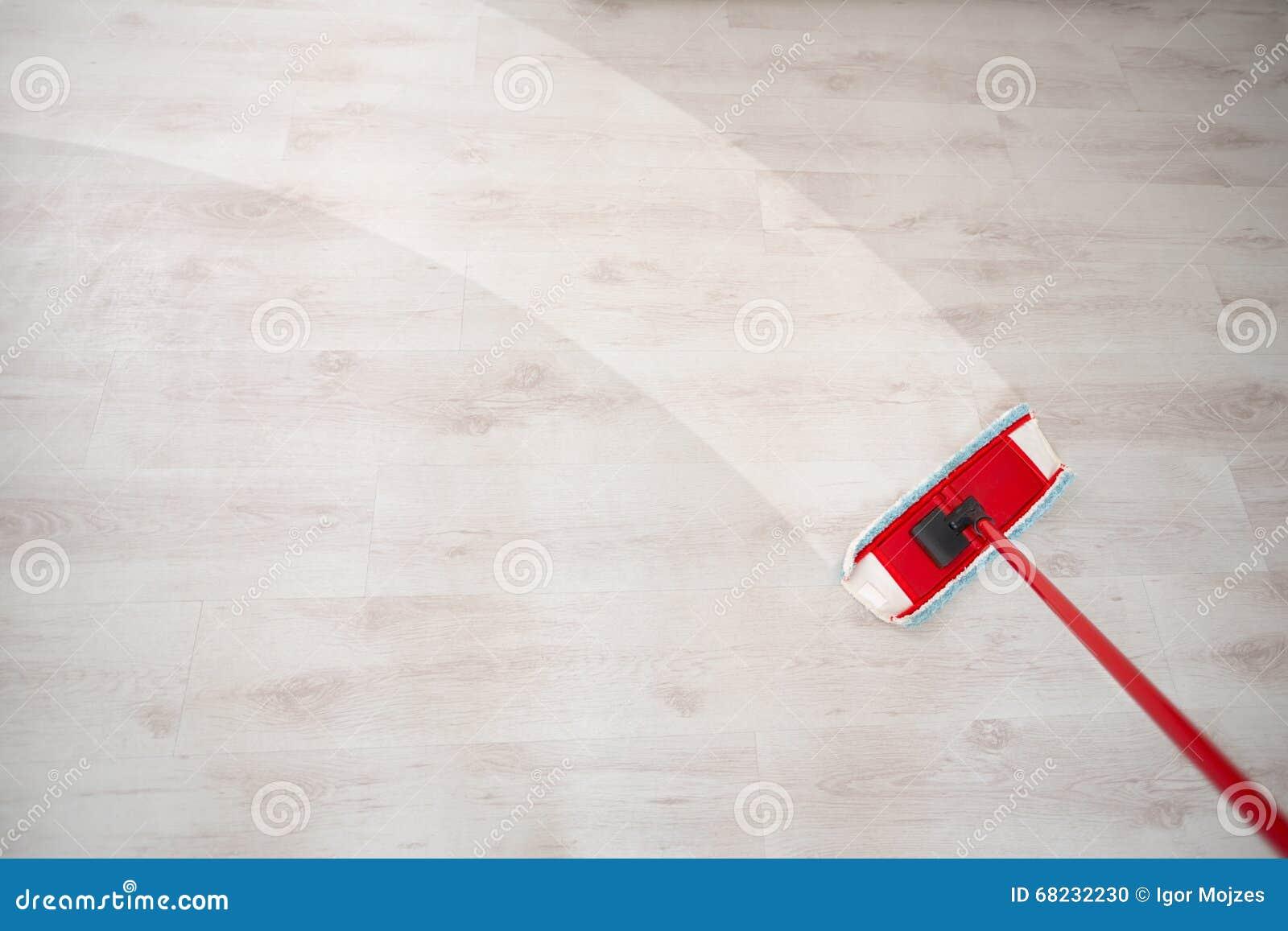 Σκουπίζοντας πάτωμα και καθαρισμός