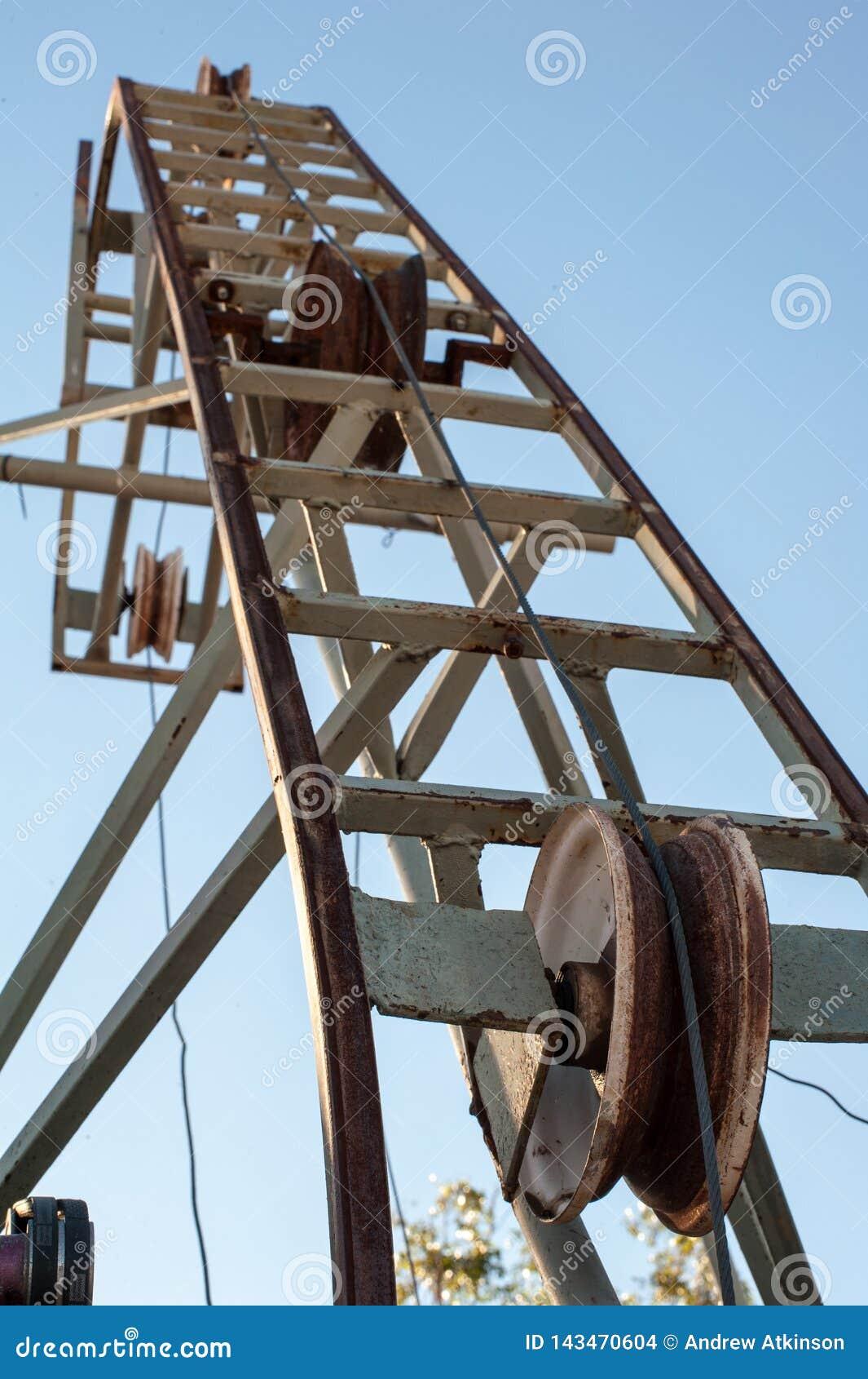 Σκουριασμένη τροχαλία για ένα ορυχείο