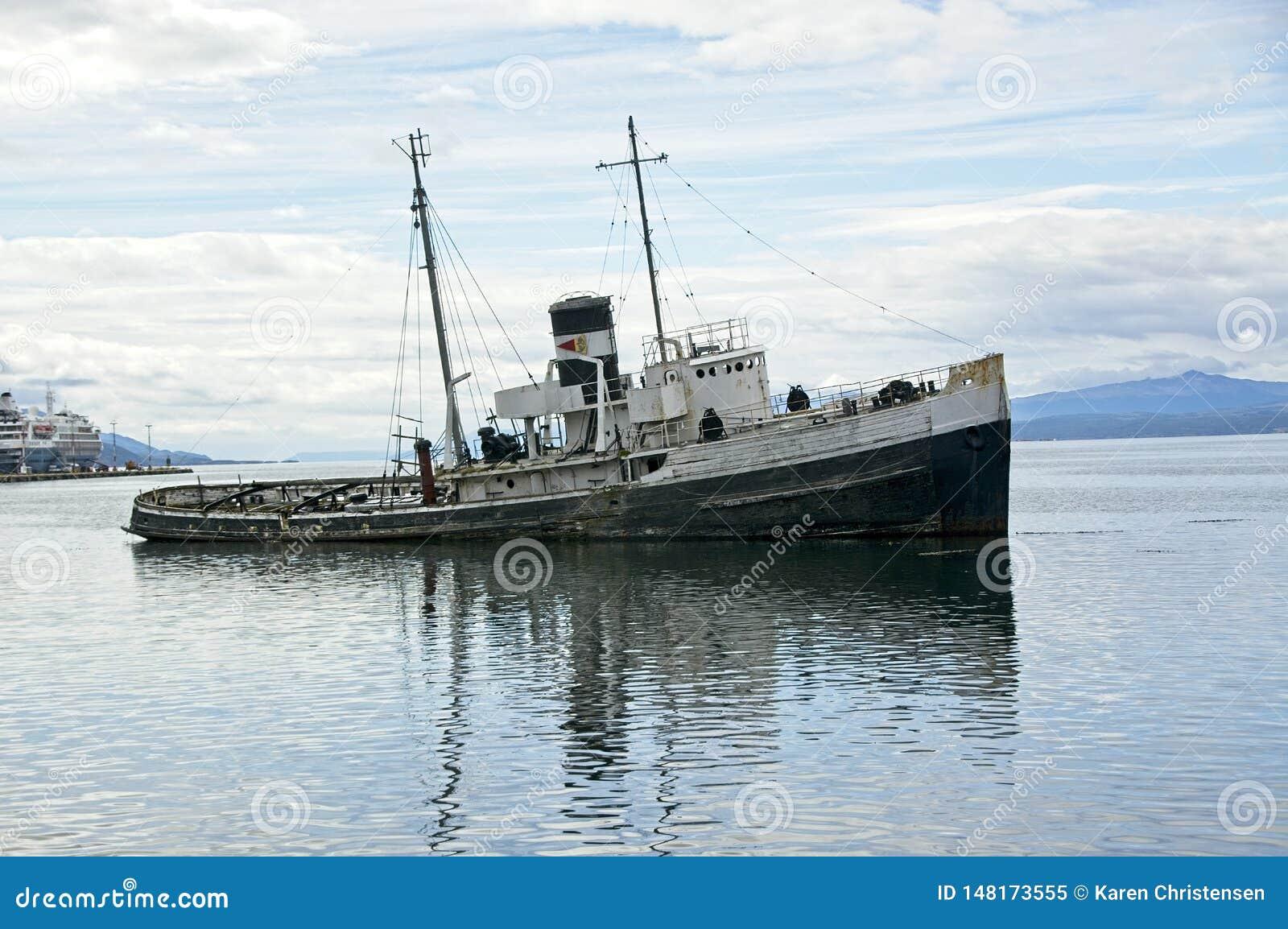Σκουριασμένοι κατάλογοι βαρκών στο λιμάνι Ushuaia