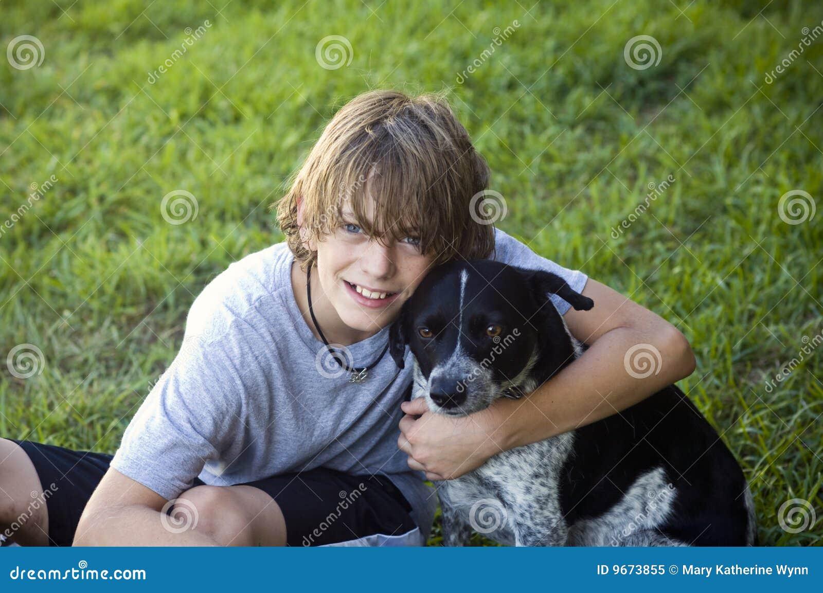 σκυλί αγοριών δικοί του
