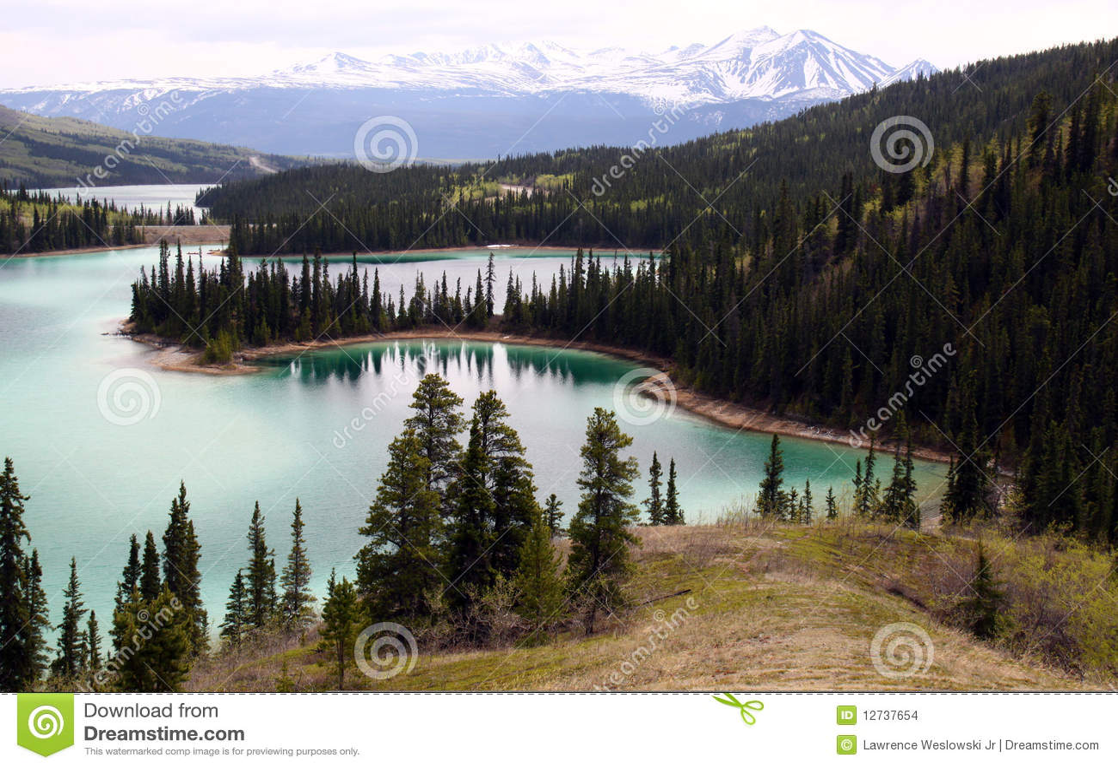 σμαραγδένια λίμνη του Καν&a