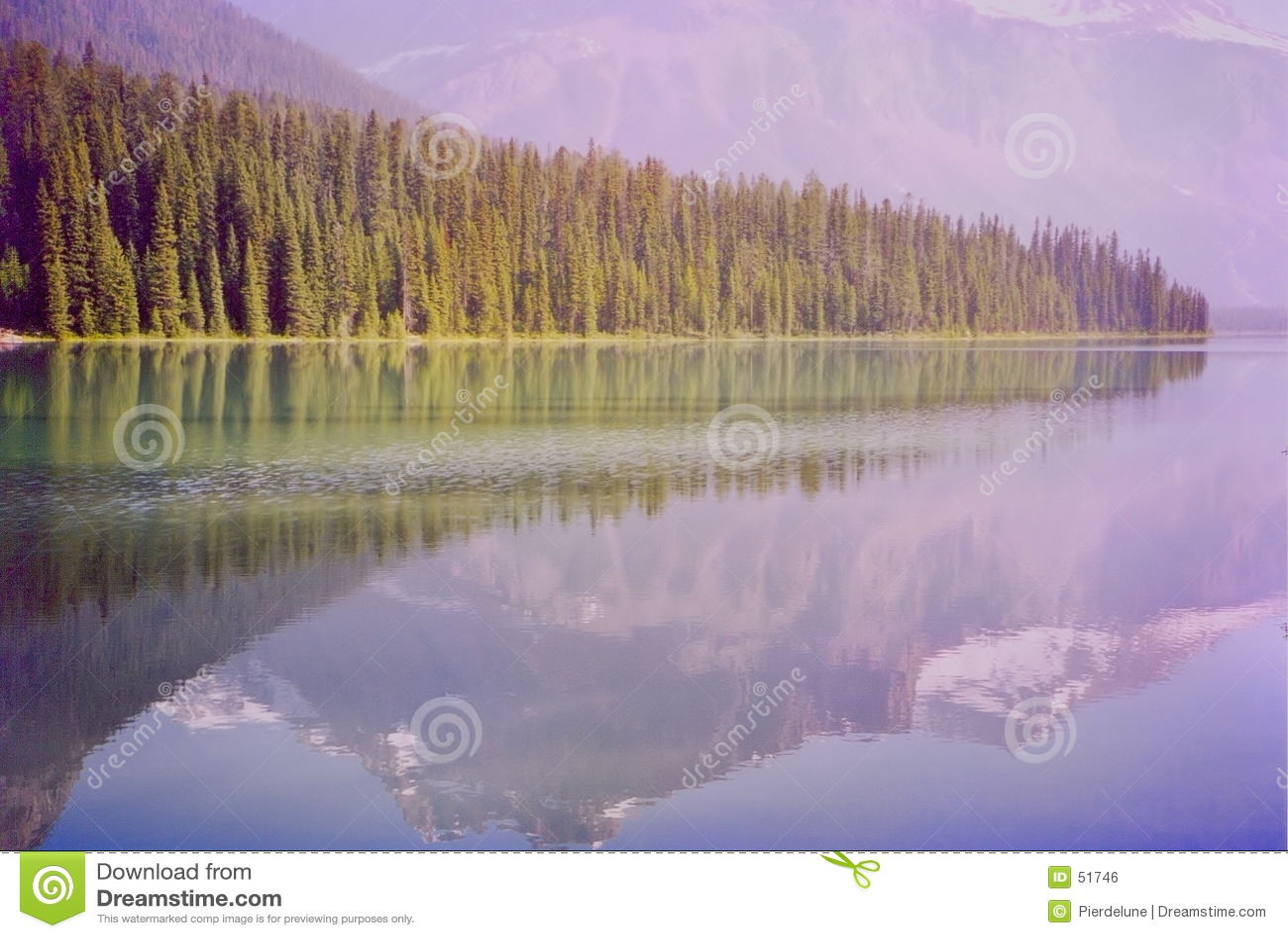σμαραγδένια λίμνη
