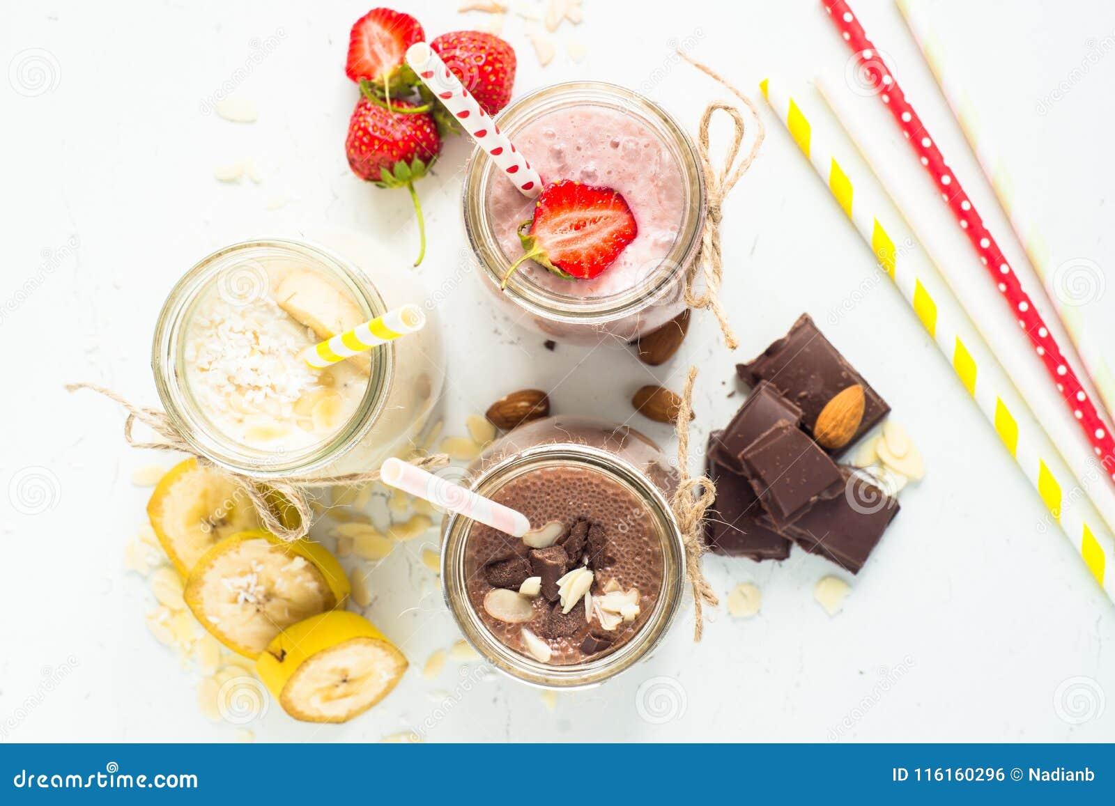 Σοκολάτα και φράουλα μπανανών milkshakes