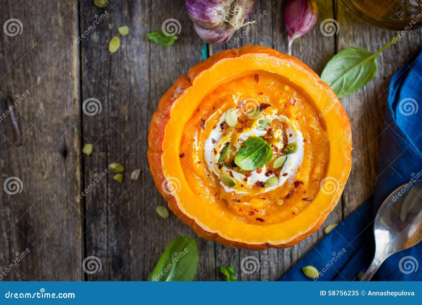 Σούπα κρέμας κολοκύθας στην κολοκύθα