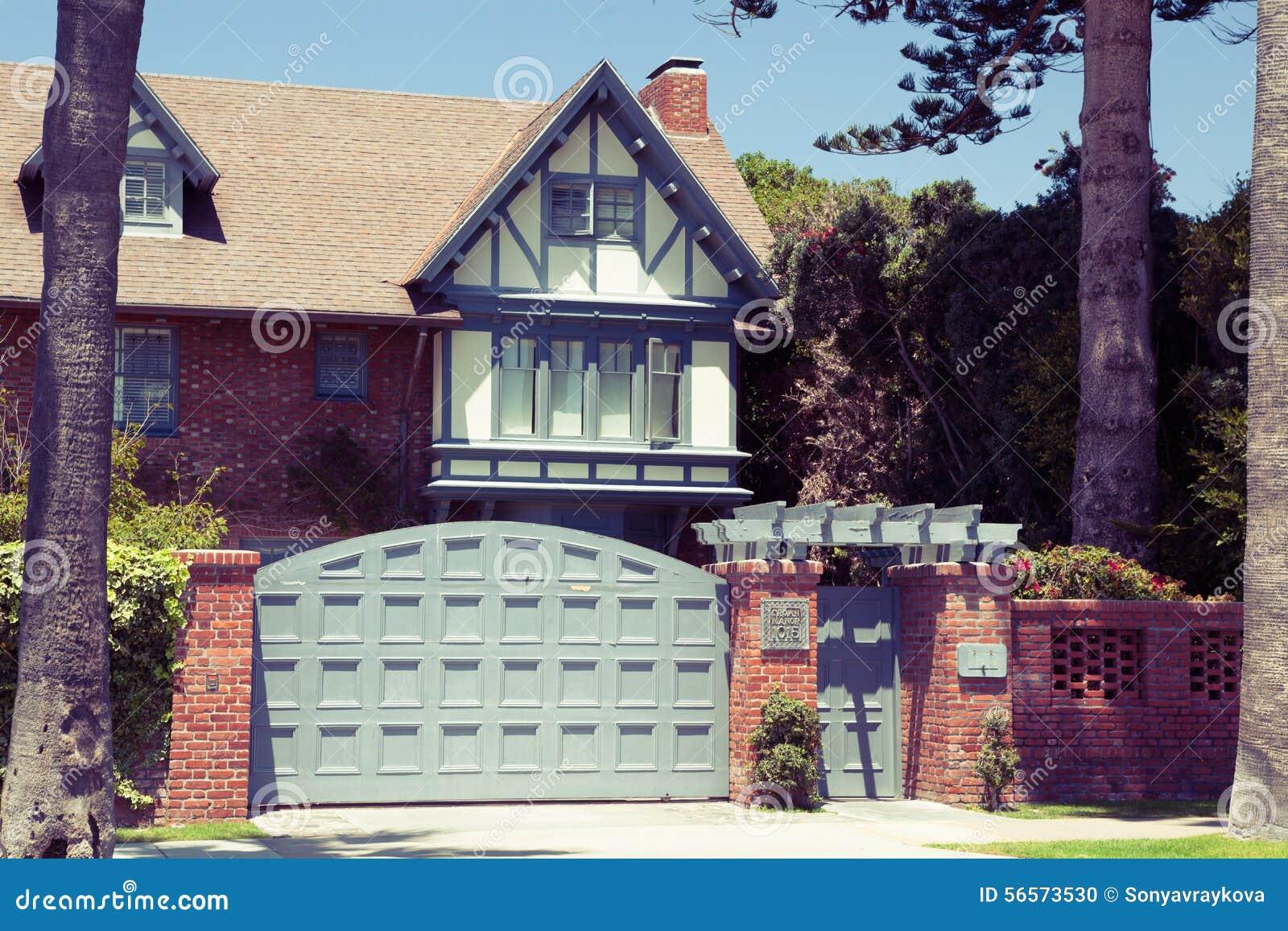 Download Σπίτι εξοχικών σπιτιών - Coronado, Σαν Ντιέγκο ΗΠΑ Στοκ Εικόνες - εικόνα από είσοδος, ύφος: 56573530