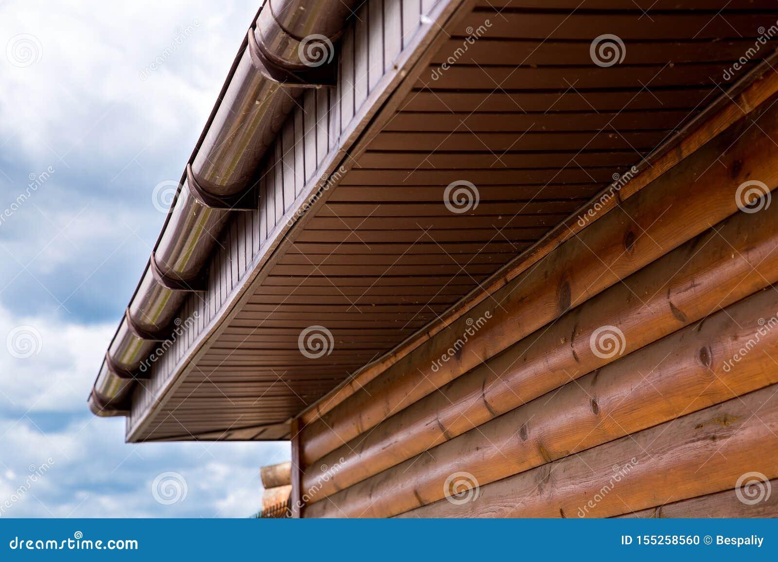 Σπίτι κούτσουρων στεγών υδρορροών θύελλας